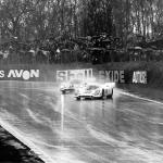 Elford & Rodriguez slide round a damp Druids. The latter chalked up the 917's first win, 023 coming second. (Gulf)