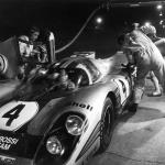 1971 Daytona 24 Hours: Elford in the cockpit during refuelling. (Porsche-Werkfoto)