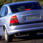 Vauxhall Vectra: street furniture of yesteryear