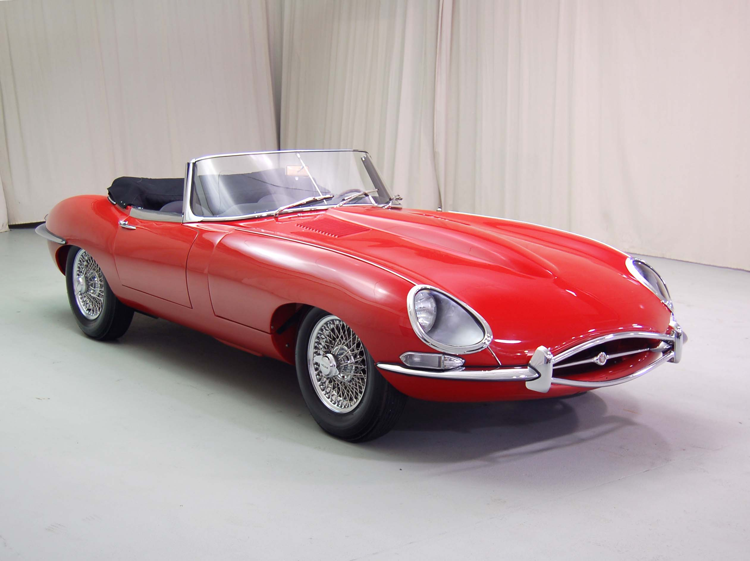 The Five Most Striking Classic Cars Ever thumbnail