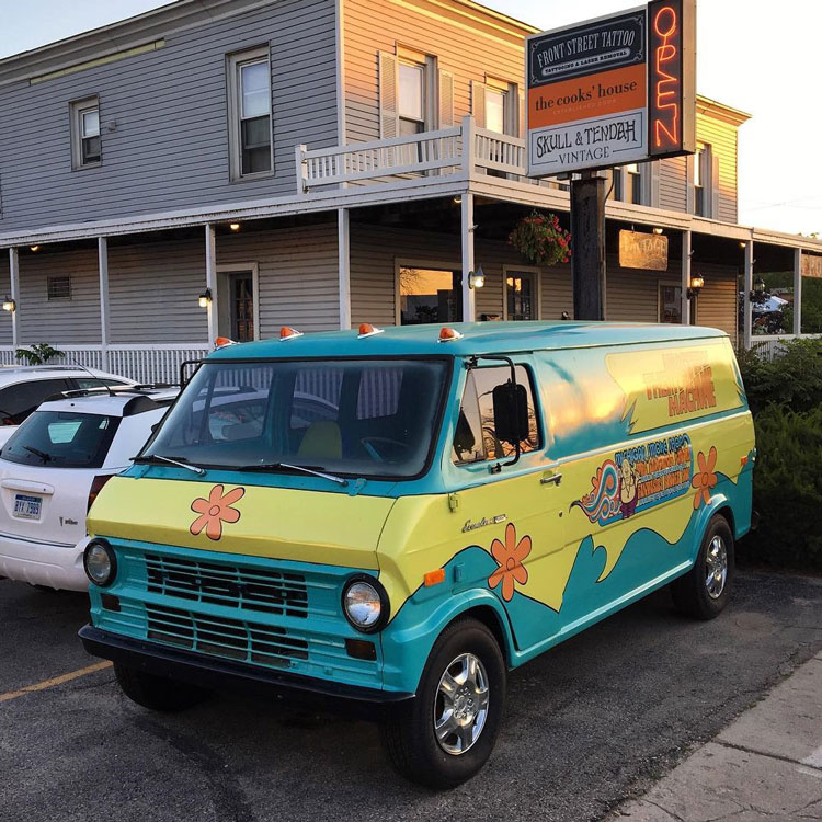"1972 Ford Econoline ""Mystery Machine"" tribute"