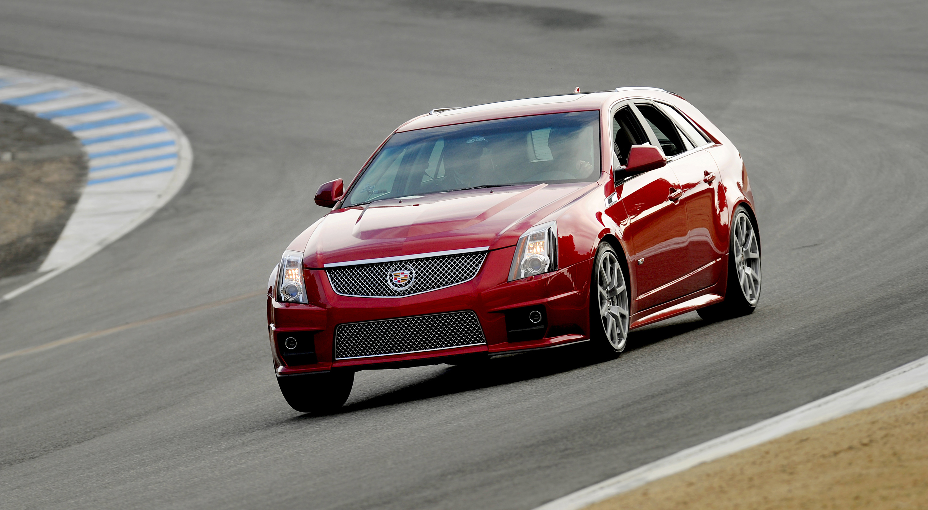2014 Cadillac CTS-V Wagon on the track