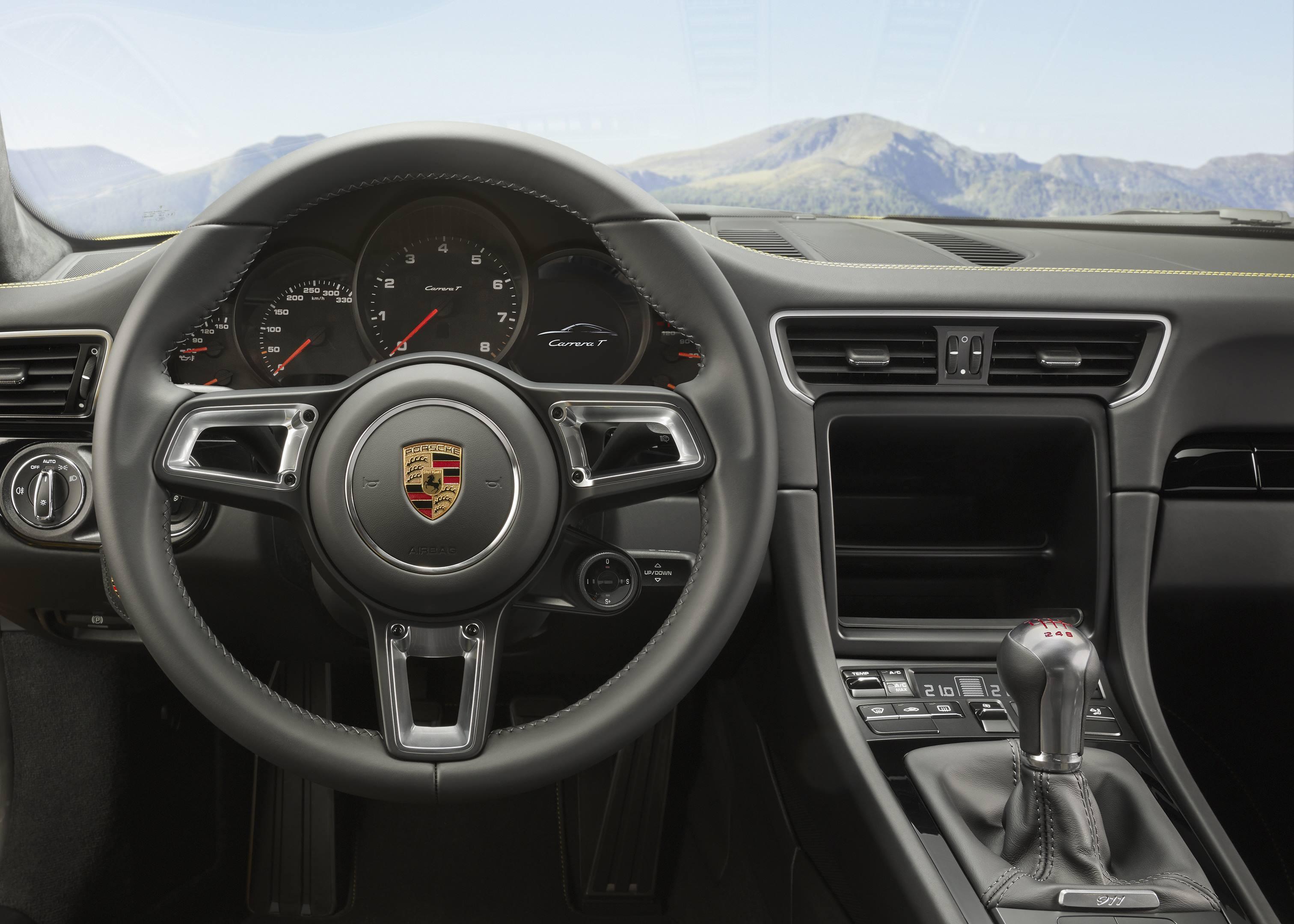 2018 Porsche 911 Carrera T dash