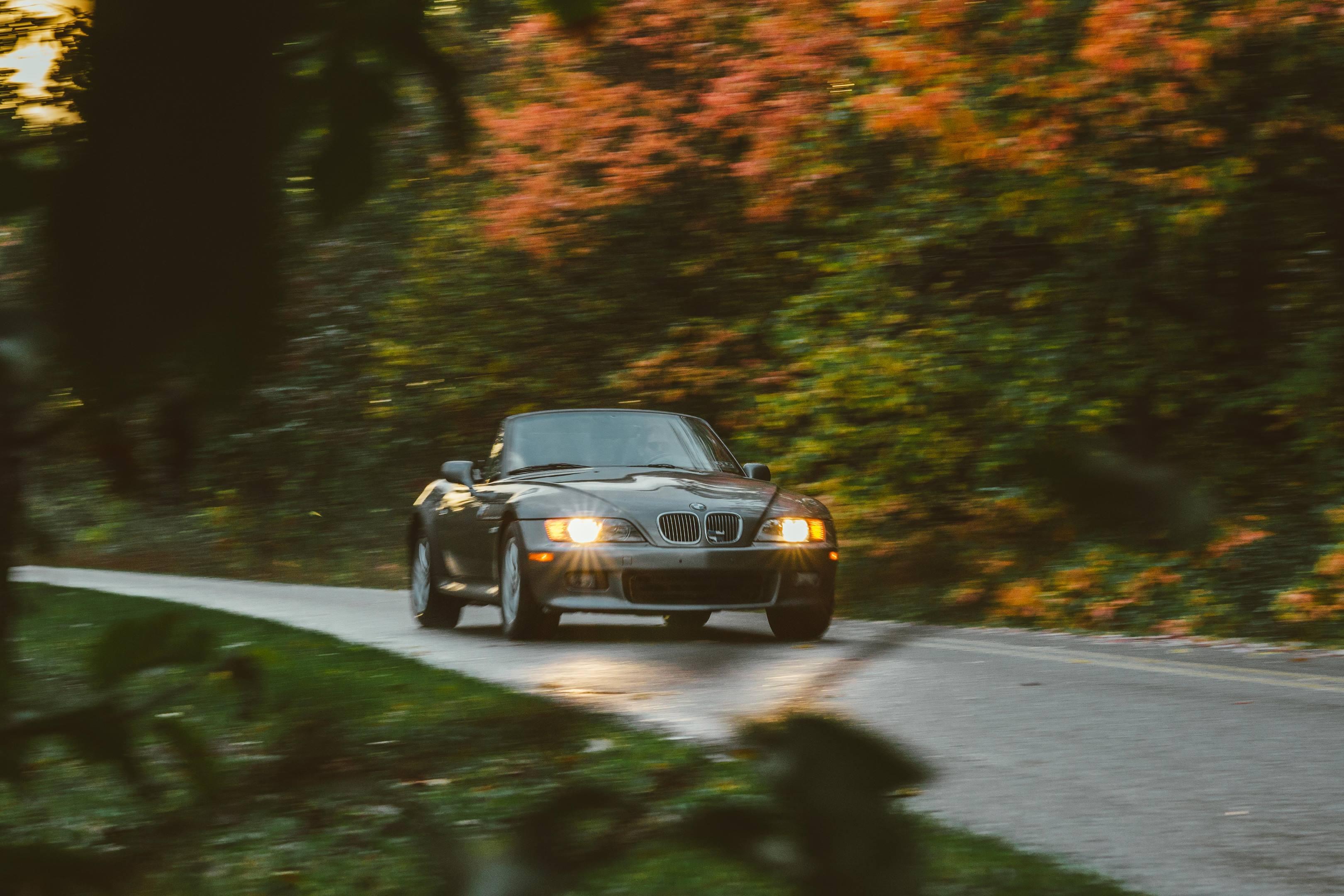 2001 BMW Z3 2.5i driving headlights