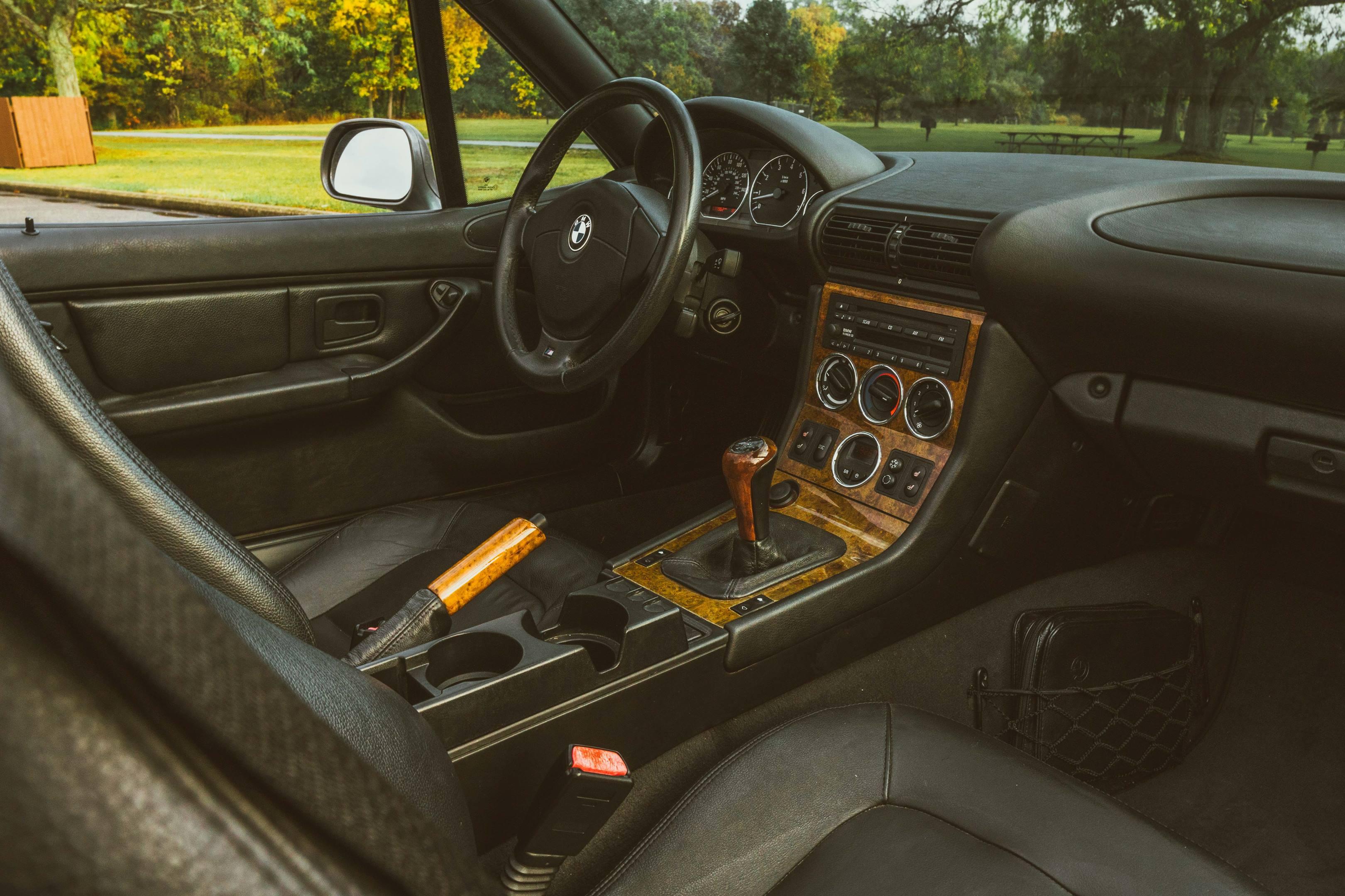 2001 BMW Z3 2.5i interior