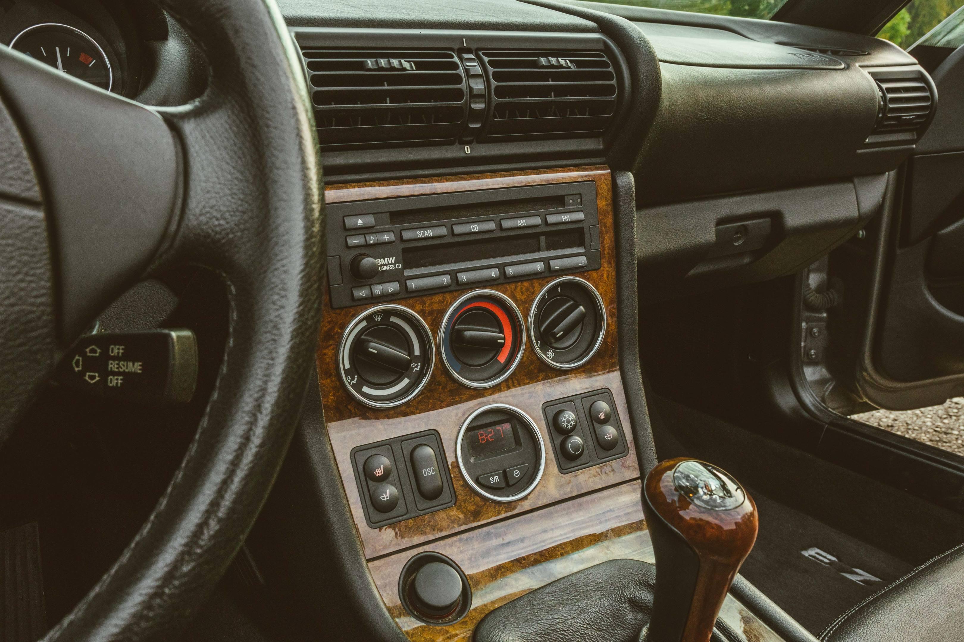 2001 BMW Z3 2.5i center console