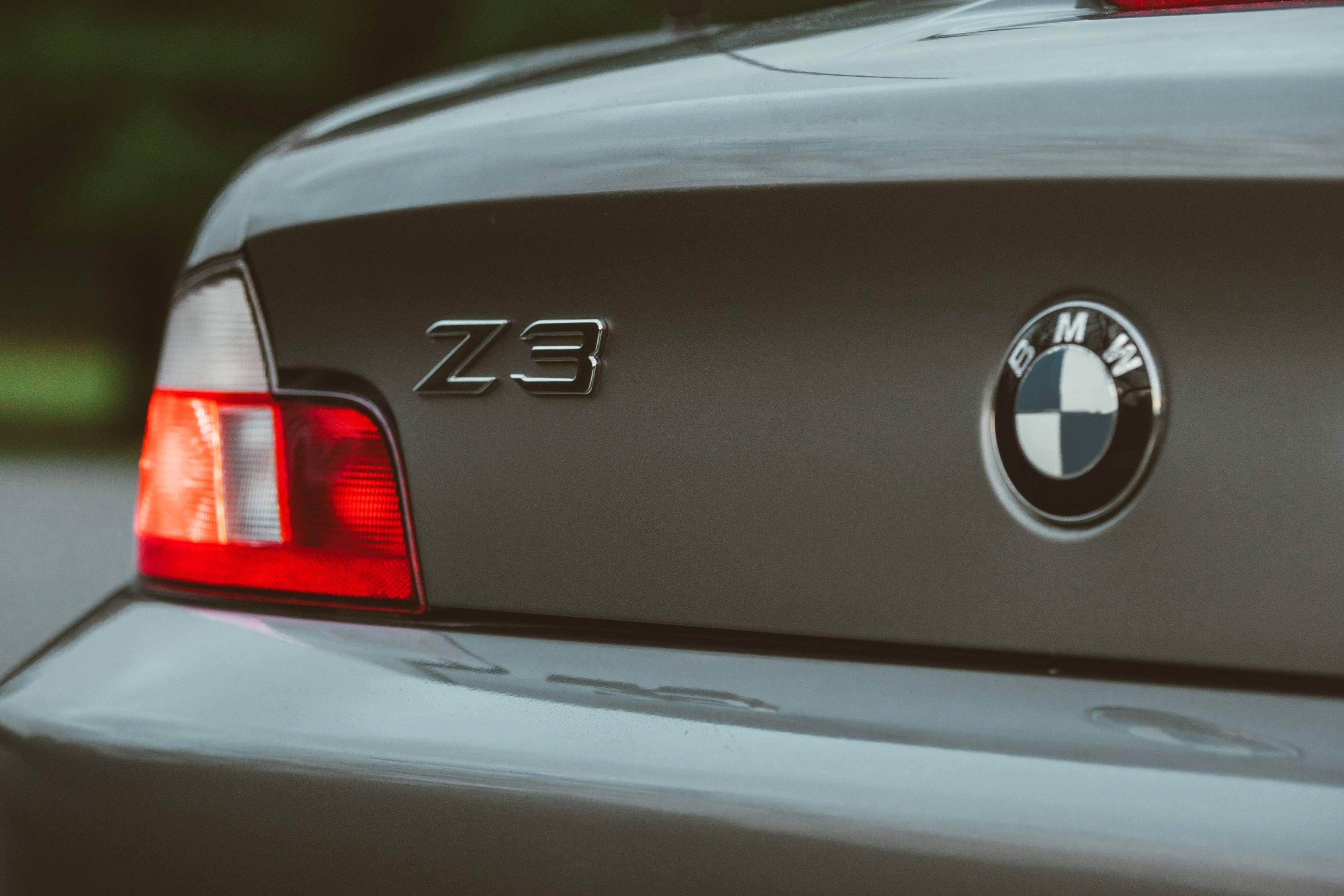 2001 BMW Z3 2.5i badge detail