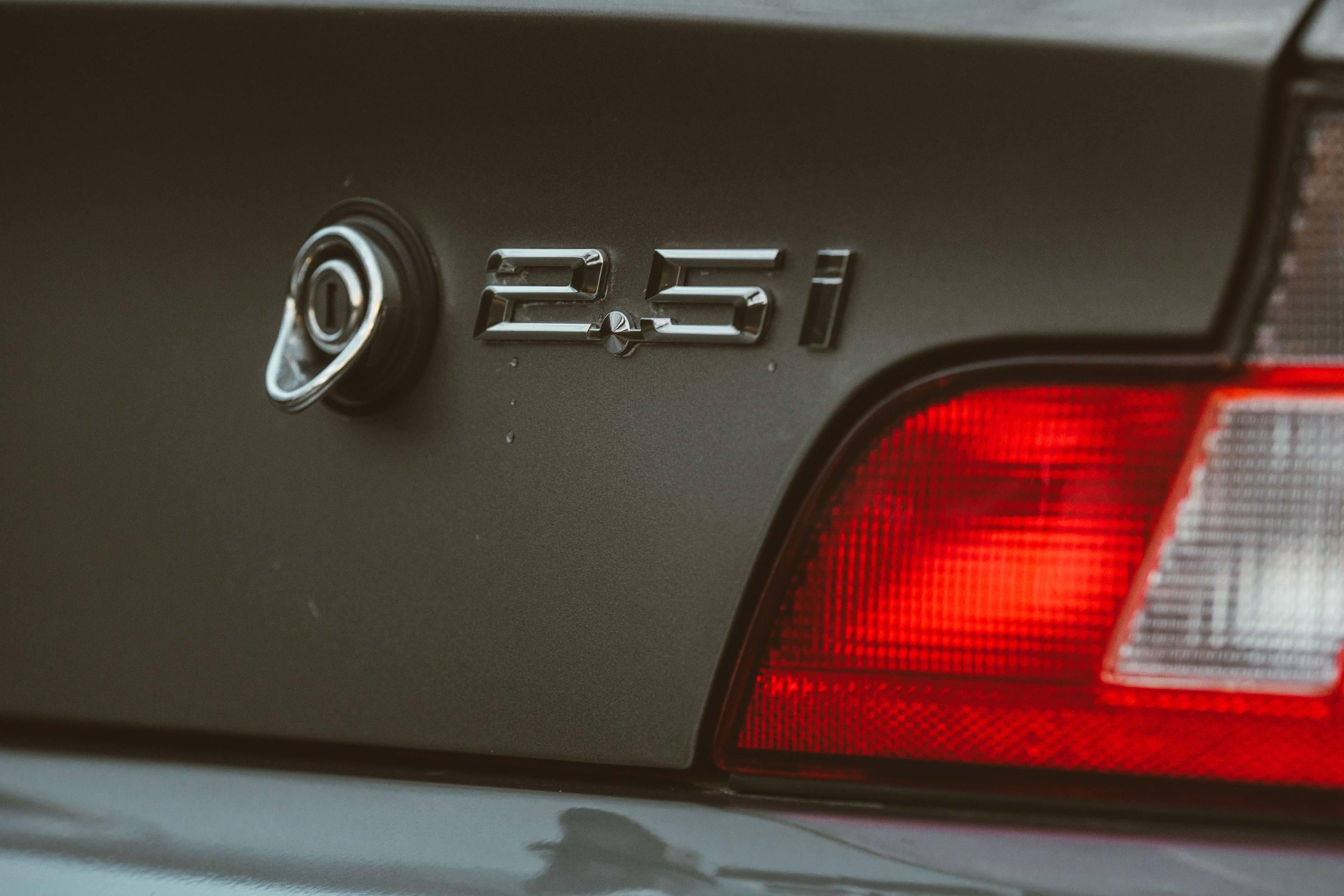 BMW Z3 2.5i badge detail