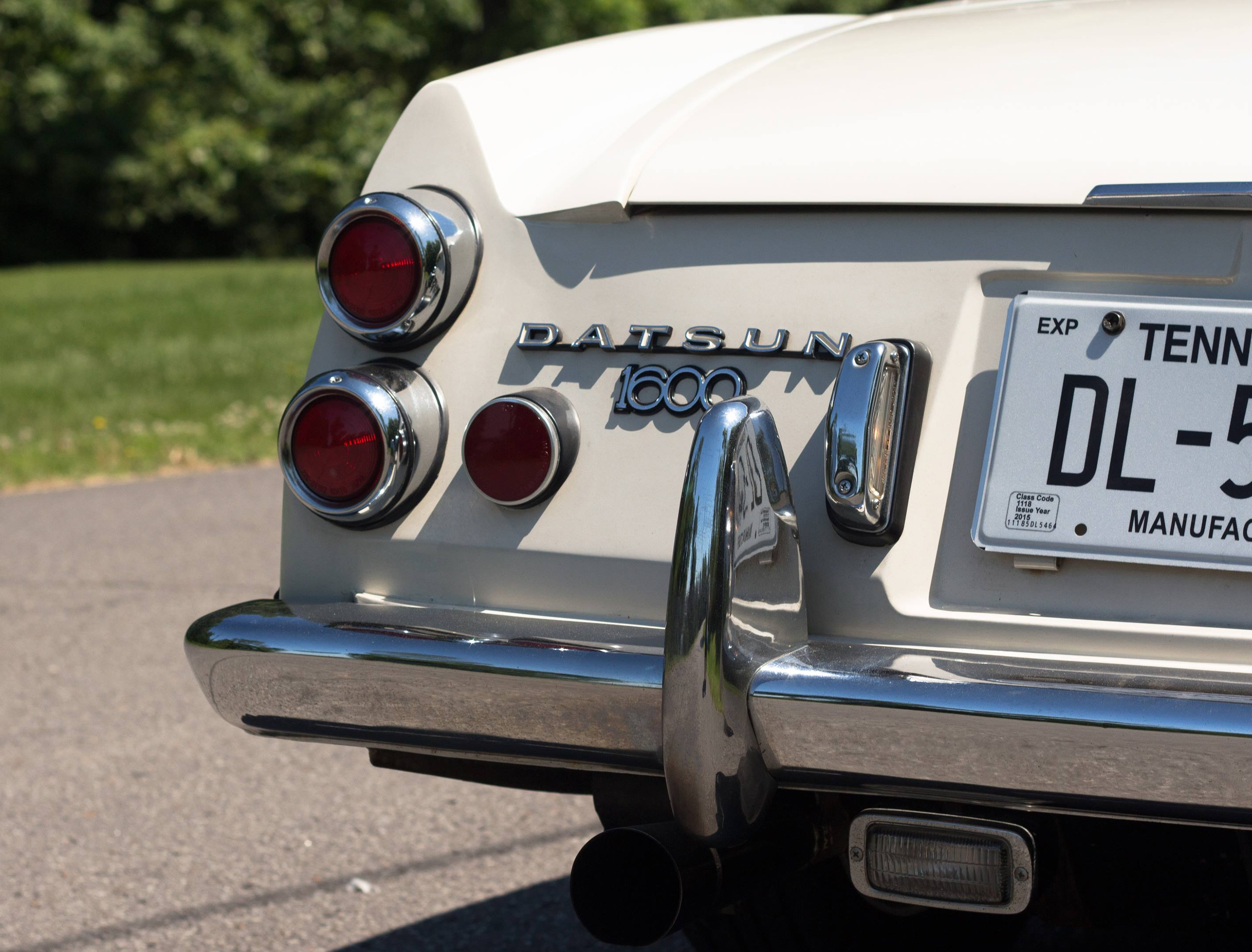 Datsun Fairlady tail light detail