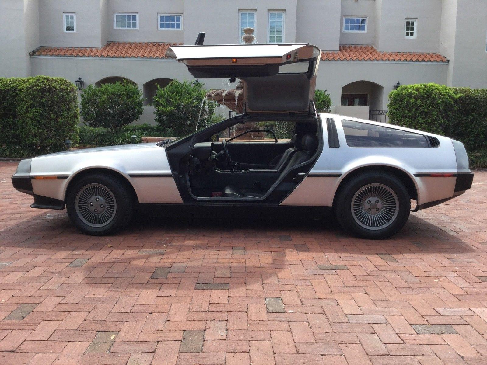 1981 DeLorean DMC-12 profile