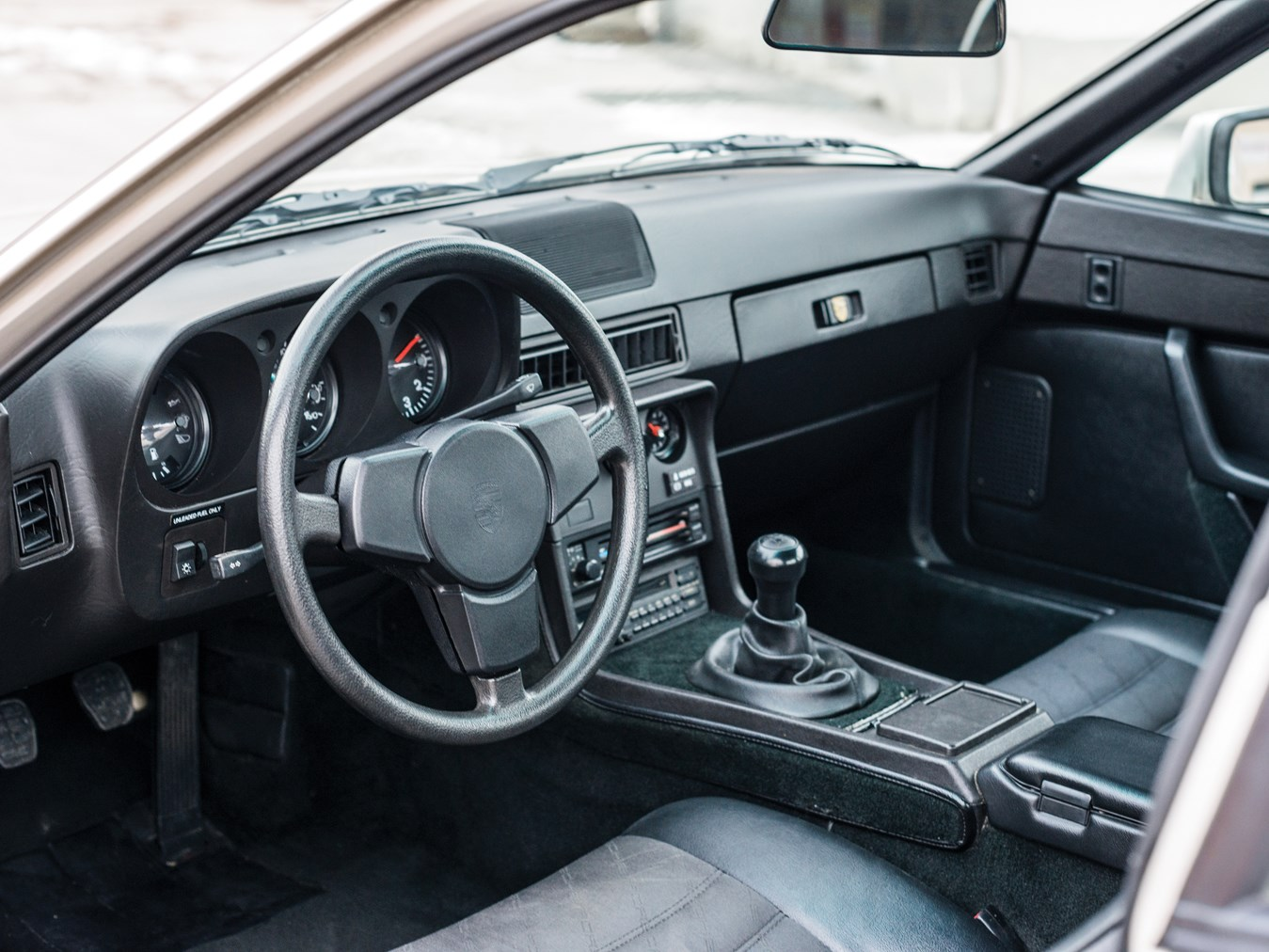1987 Porsche 924 S interior
