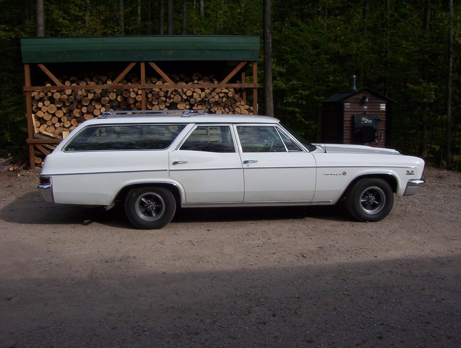 1966-Chevrolet-Impala-Wagon-396-side