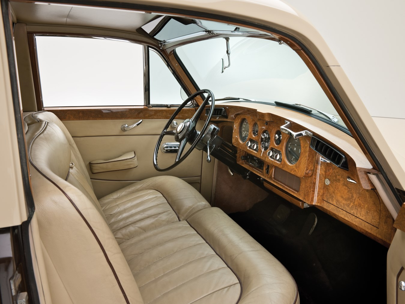 1966 Rolls-Royce Silver Cloud III Touring Limousine interior