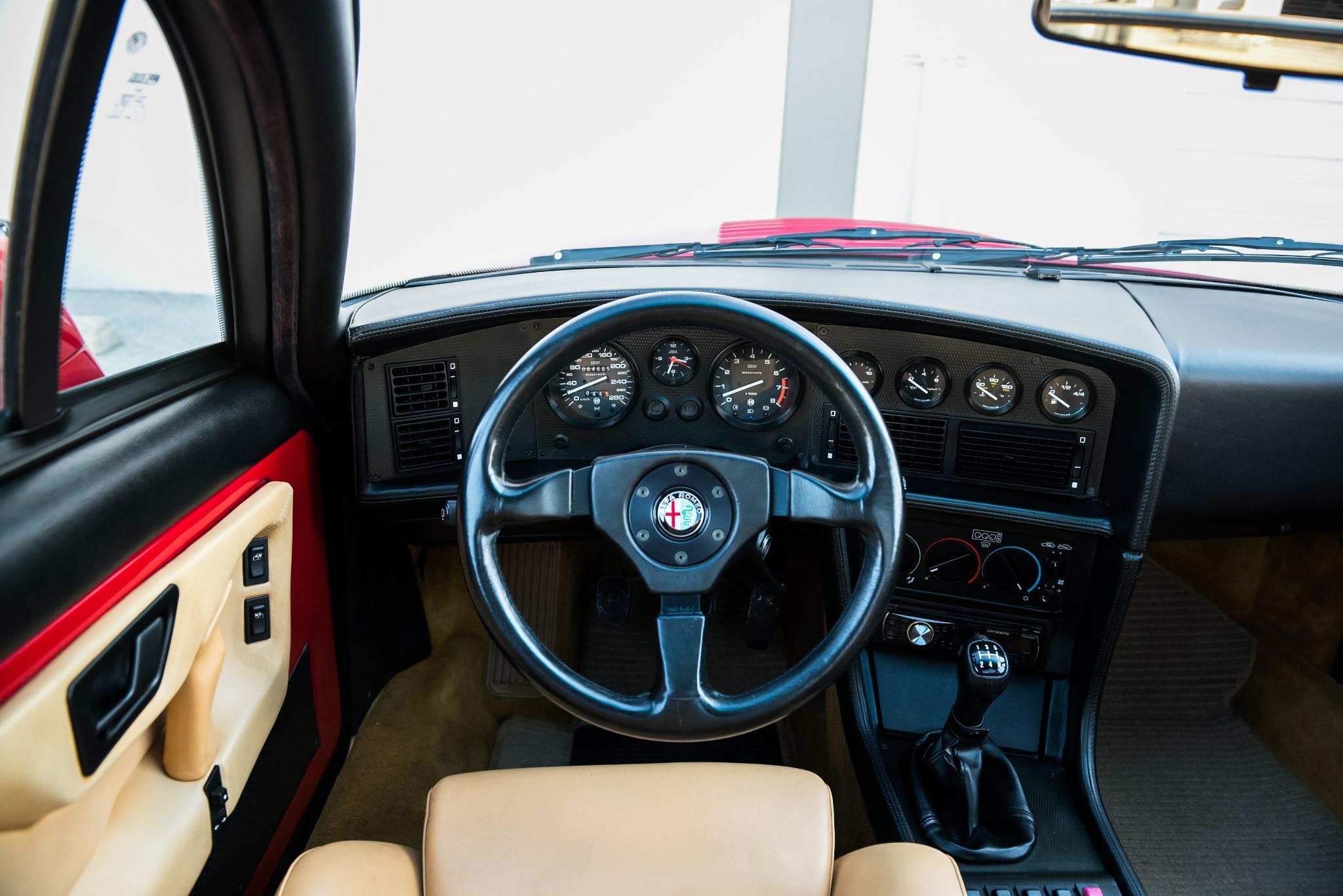 1991 Alfa Romeo SZ dash