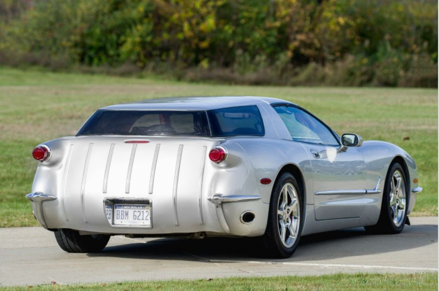 The rear treatment incorporates taillights and bumper treatment that mimic the early Vettes. Note the exhaust port at the lower edge of the rear quarter panel, an authentic touch that requires some extensive exhaust system plumbing work.