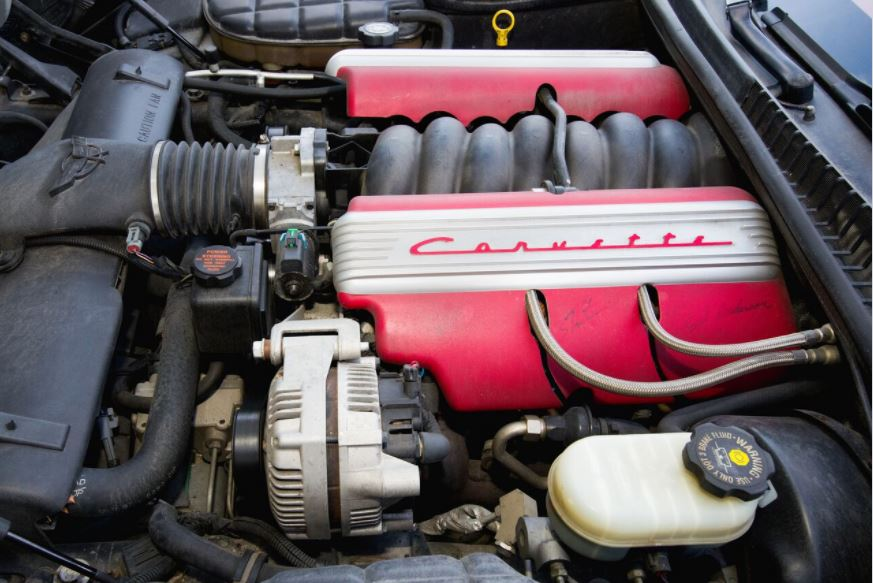 The C5 engine of all of Pasteiner's cars received special red covers.