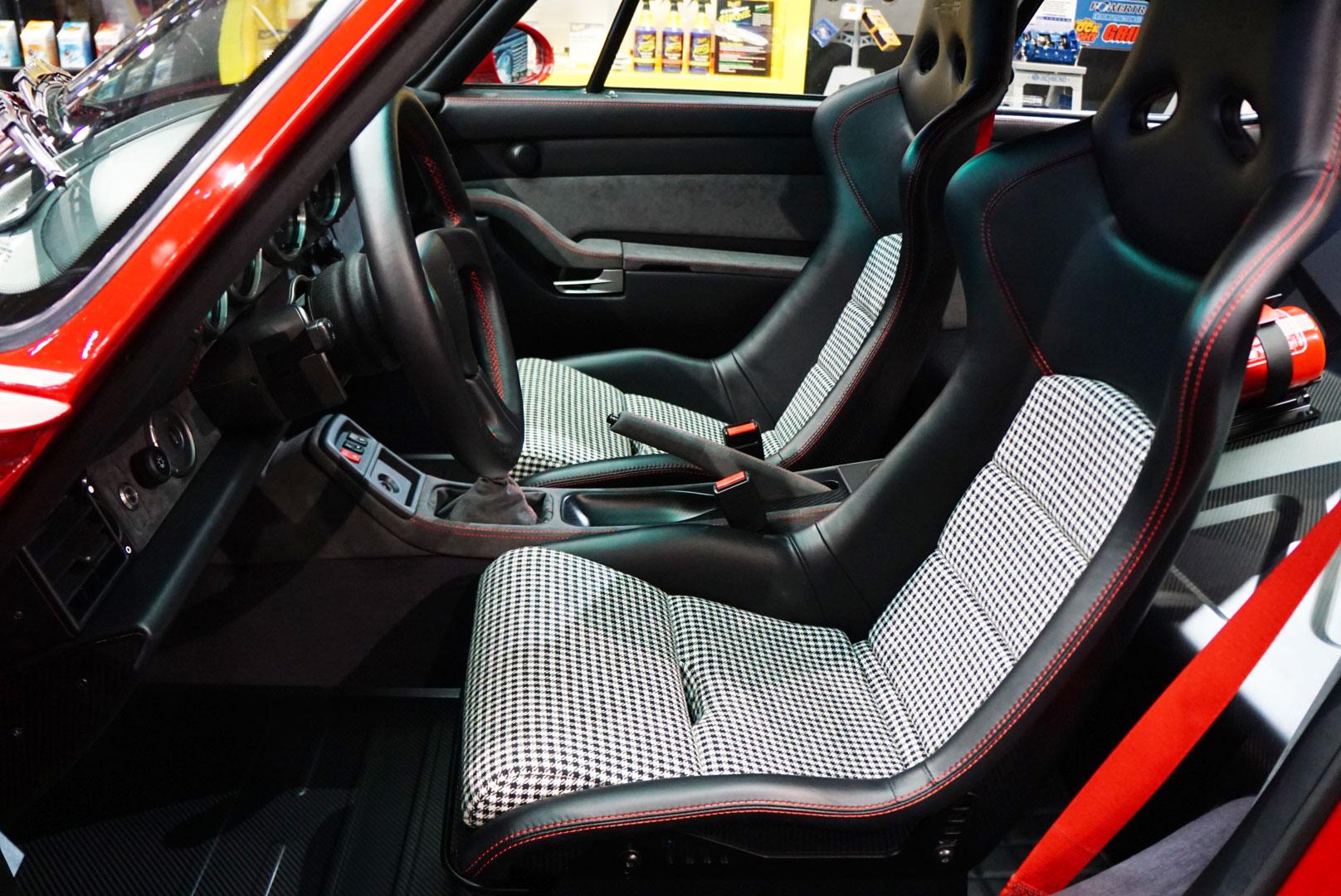 Gunther Werks 400R interior