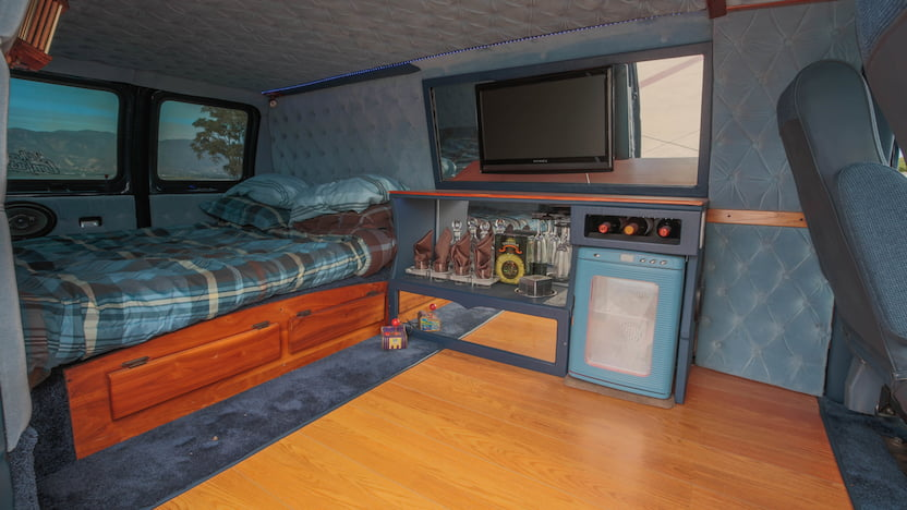 1986 Ford Econoline Van back