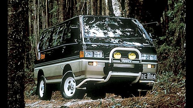 1986 Mitsubishi Delica Star Wagon 4WD front three quarter