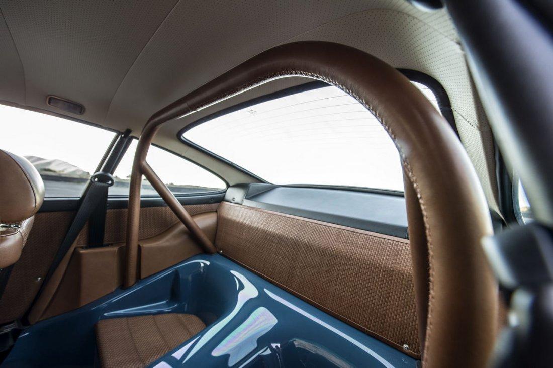 Singer 911 Montana back seat