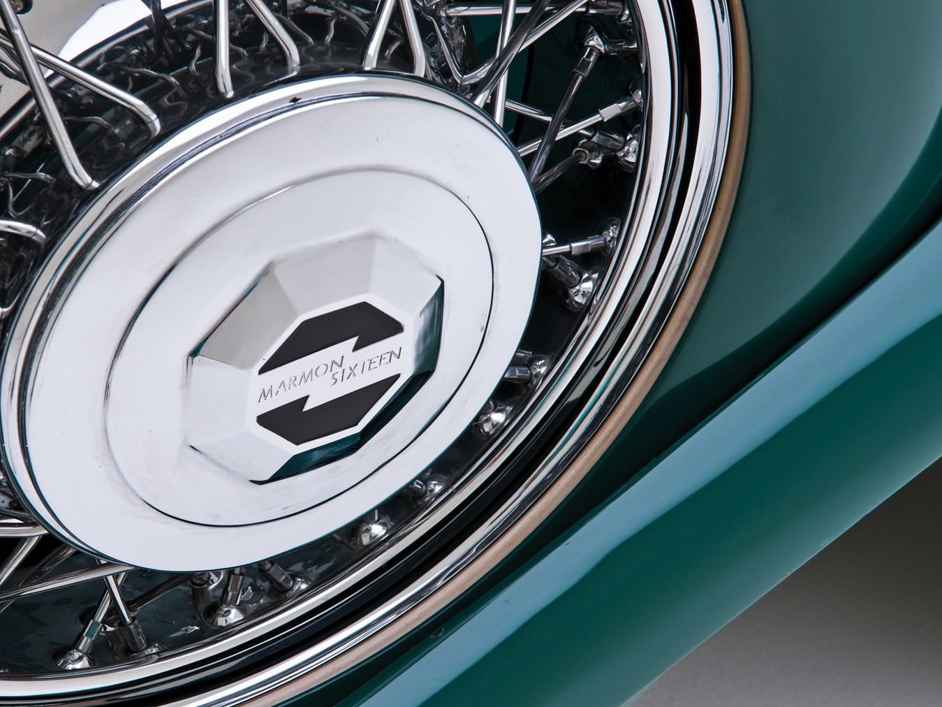 1932 Marmon Sixteen wheel