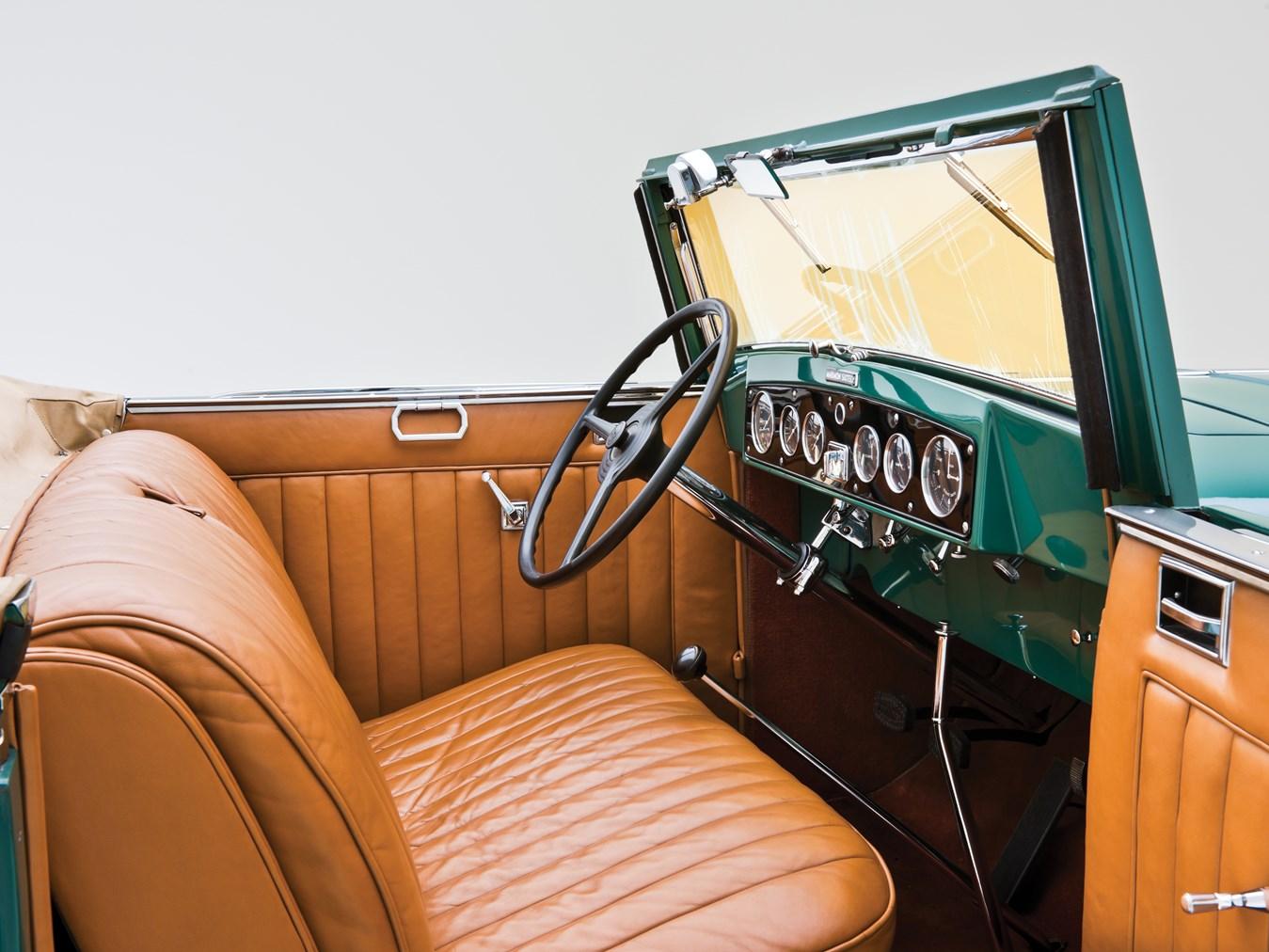 1932 Marmon Sixteen interior