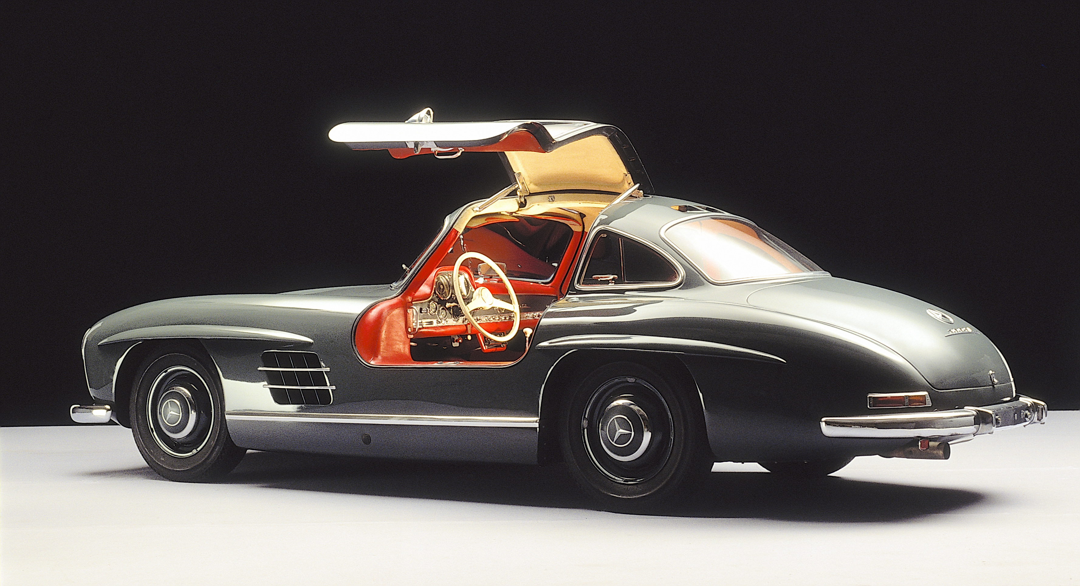 Classic Classified: Mercedes-Benz 300SL Alloy Gullwing thumbnail