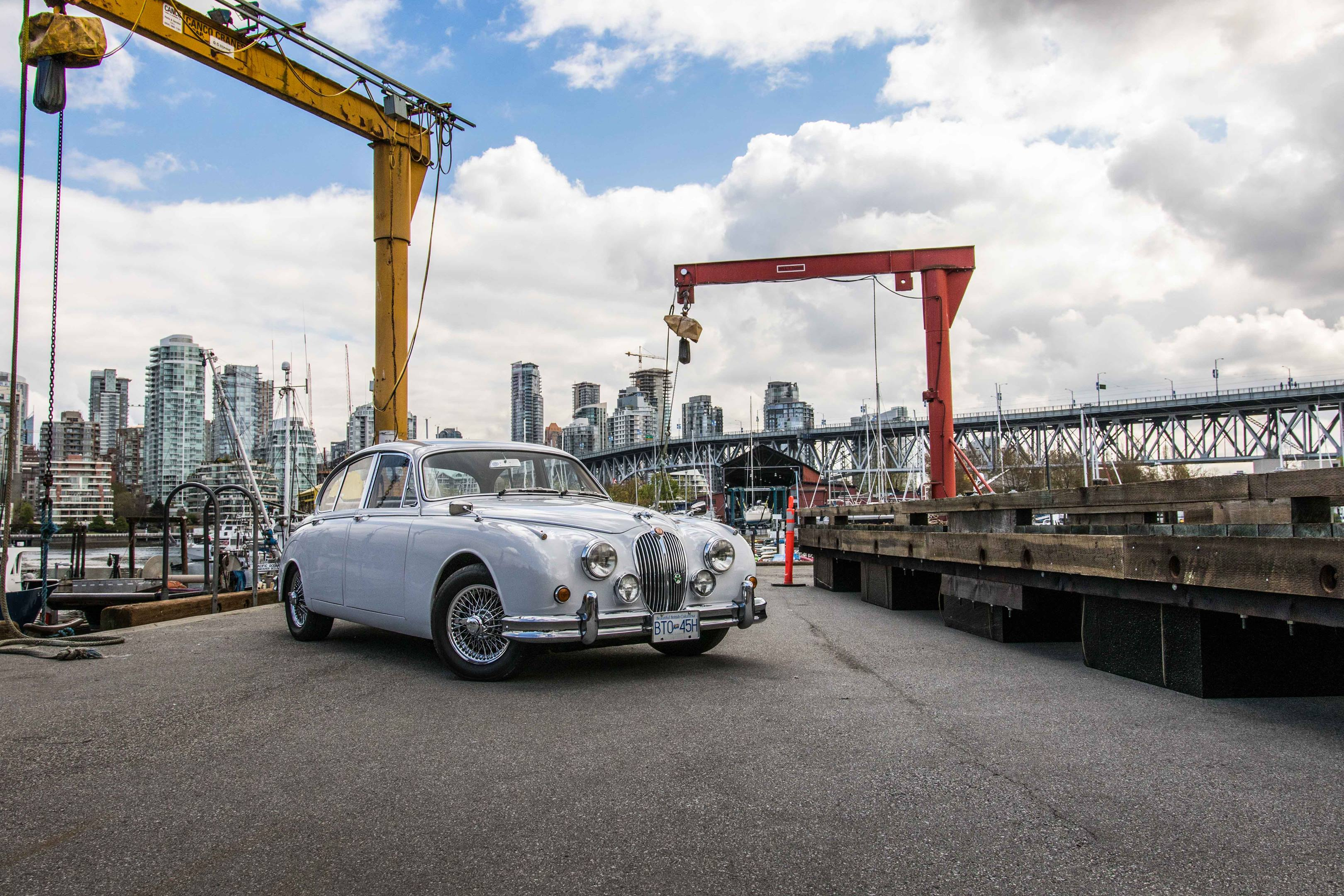 Jaguar Mark II front 3/4