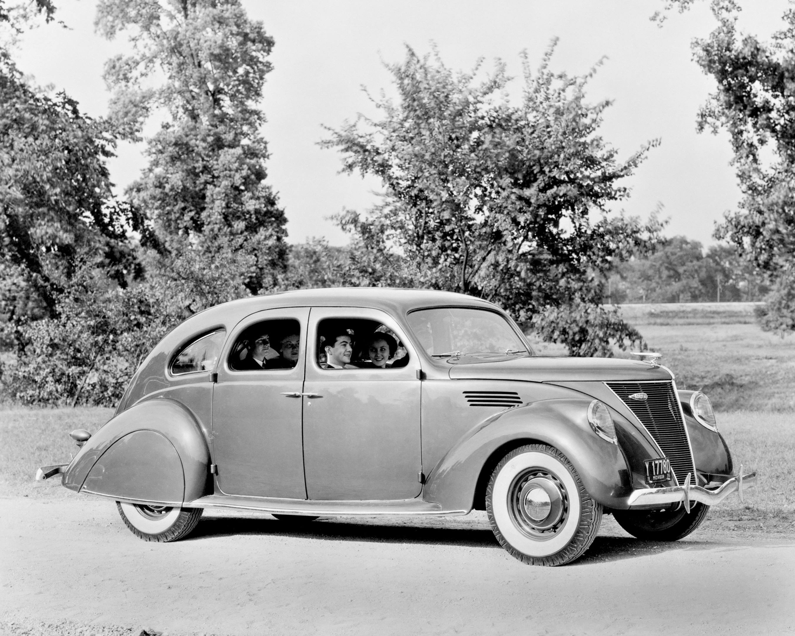 1936 lincoln zephyr fordor coupe