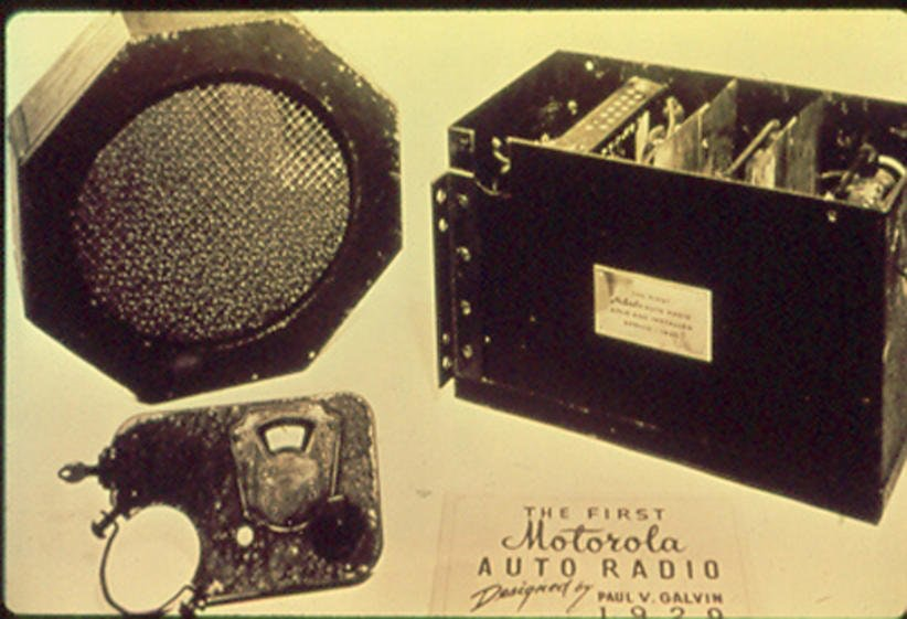 Motorola 5T71 first purpose built commercial radio