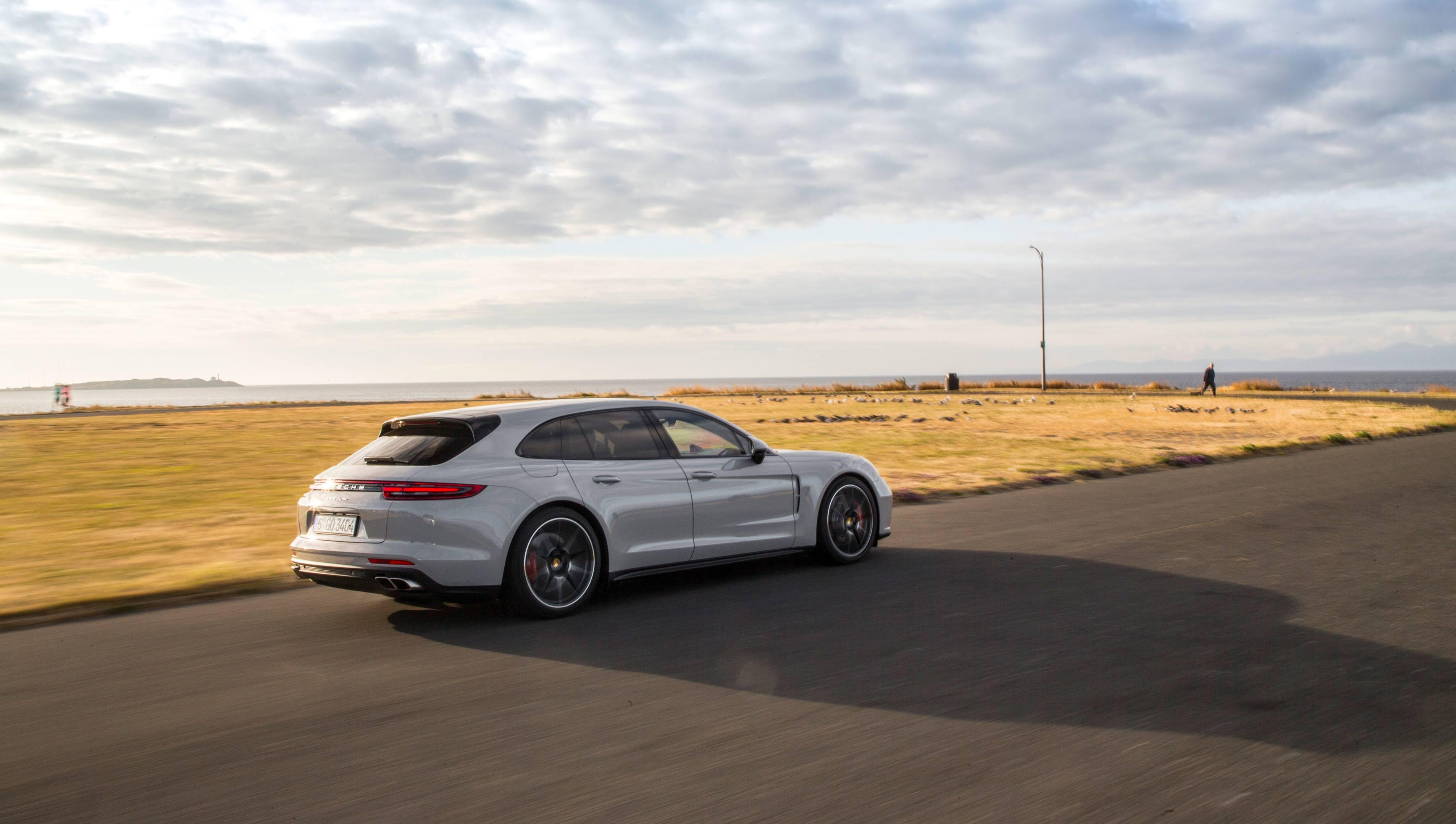 2018 Porsche Panamera Turbo Sport Turismo thumbnail