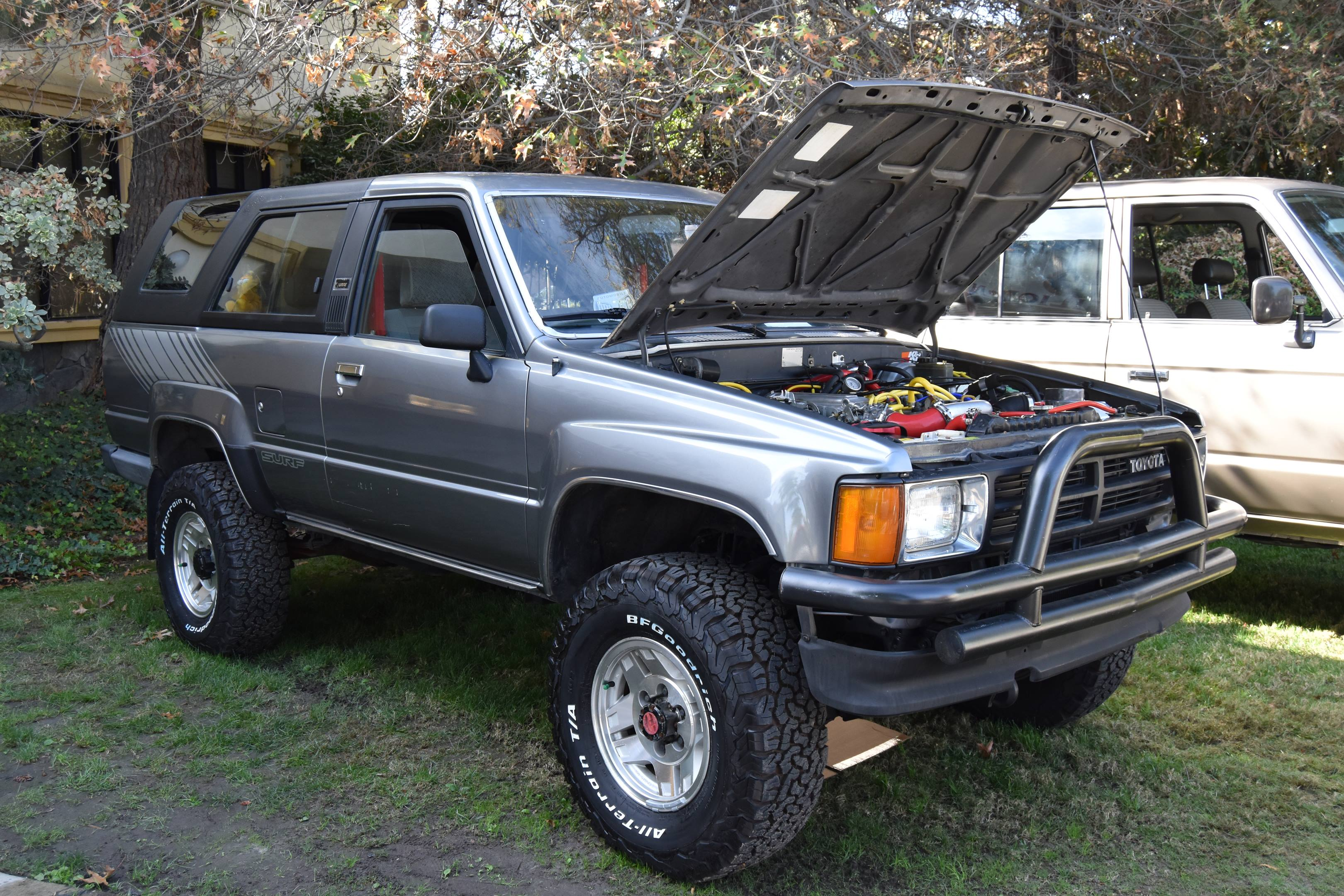 1986 Toyota 4Runner hood up