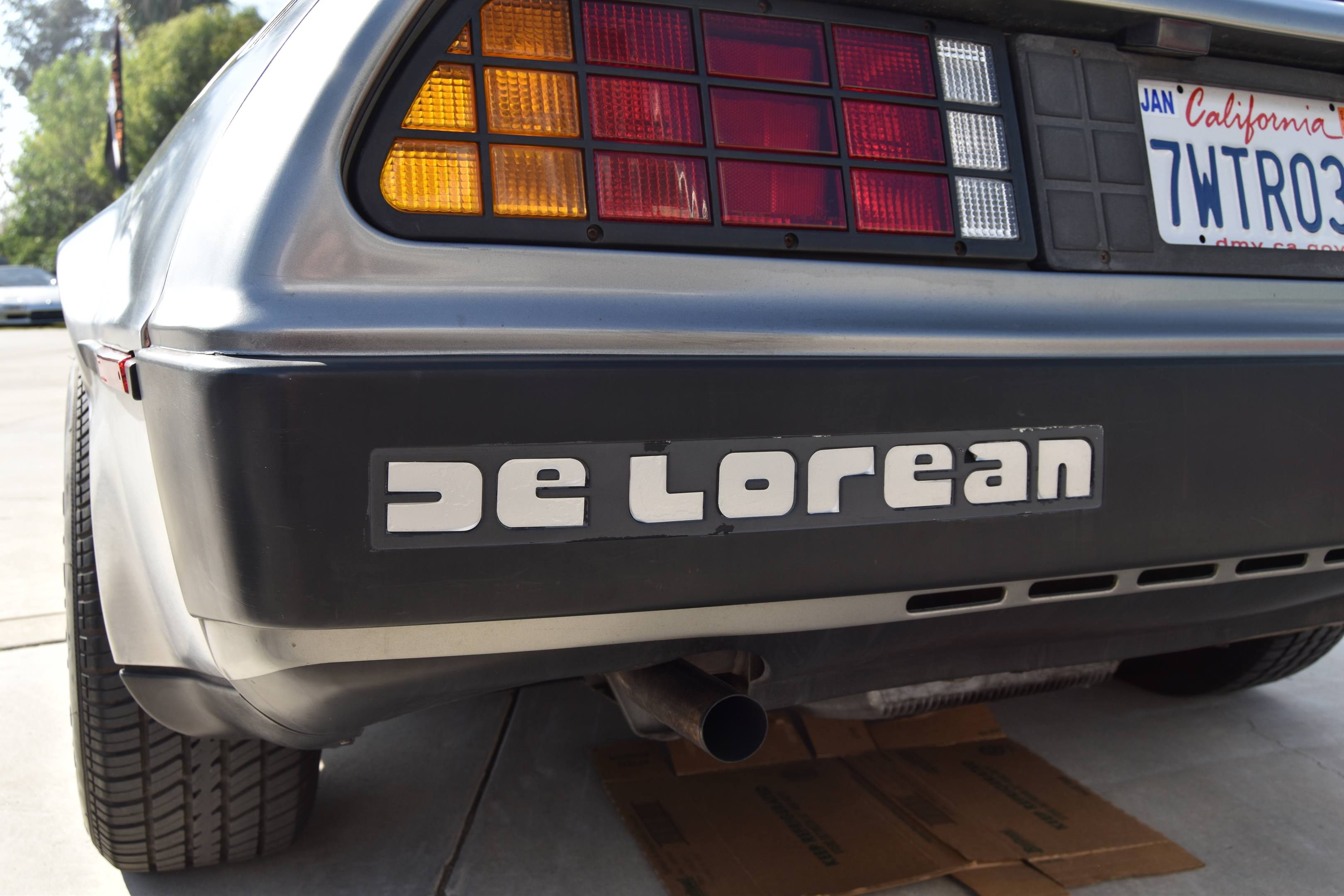 DeLorean DMC-12 rear badge