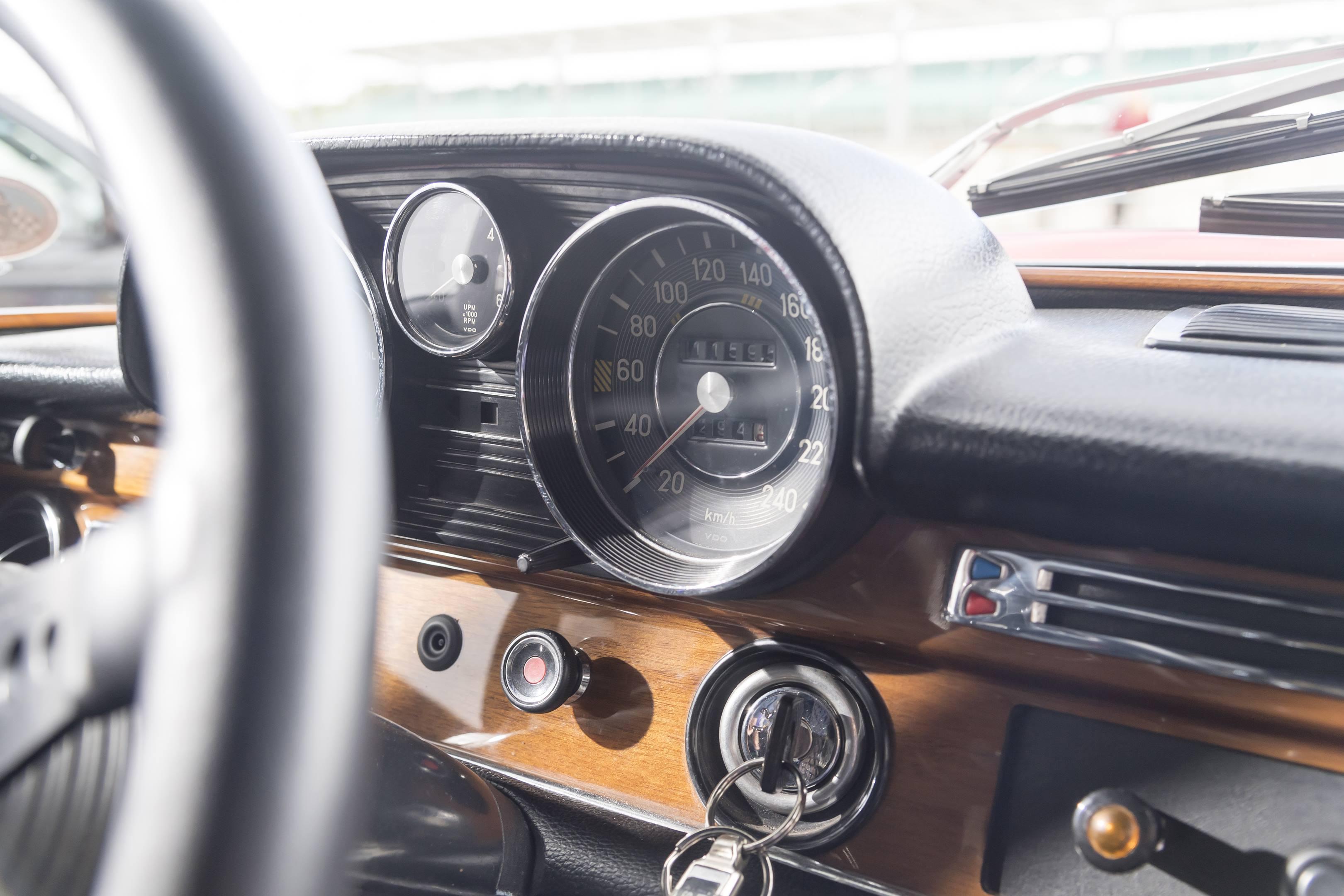 mercedes benz amg 300SEL 6.3 speedometer