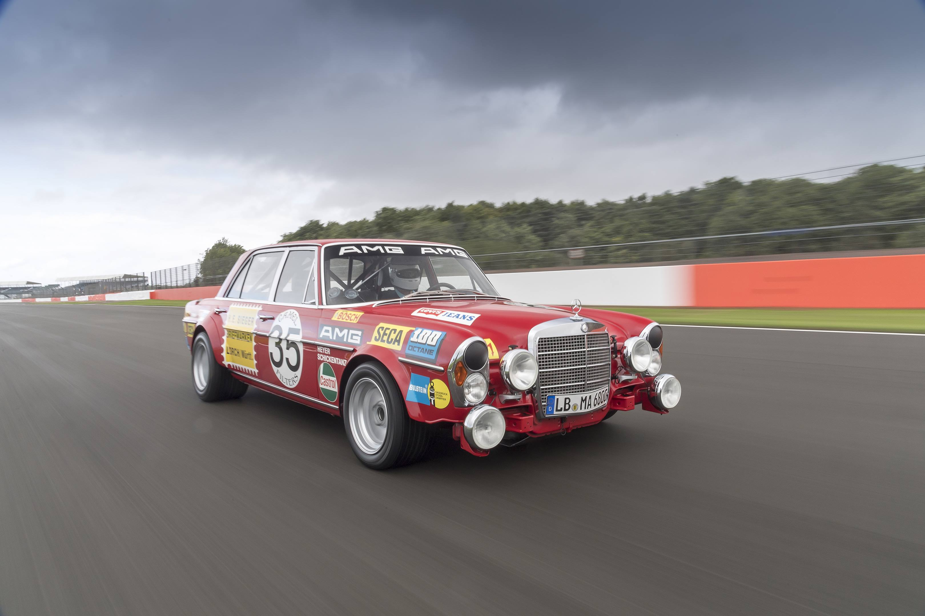 mercedes benz amg 300SEL 6.3 red pig silverstone front