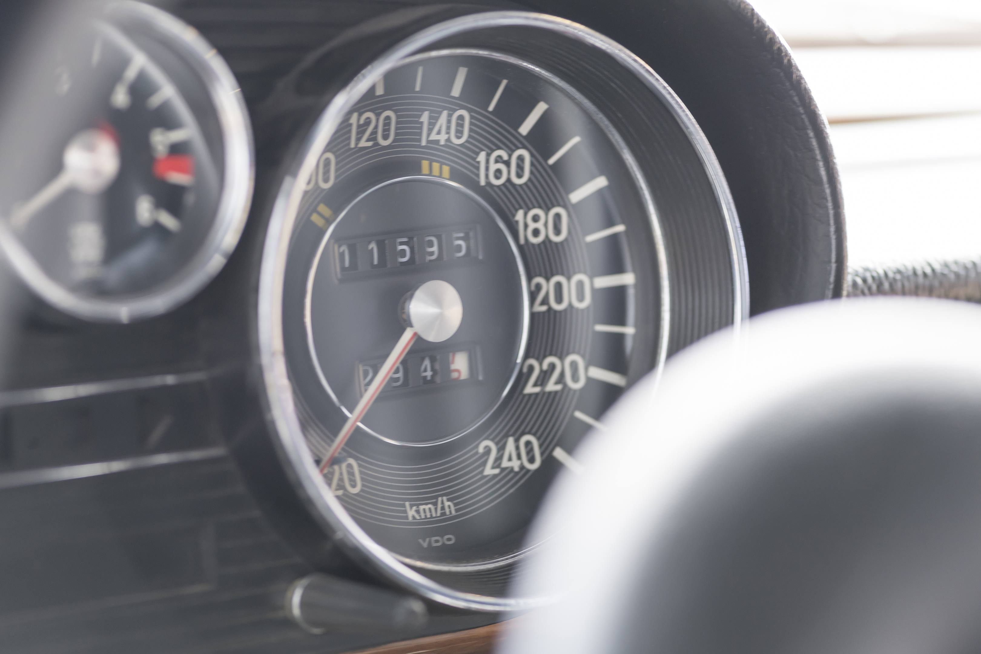 mercedes benz amg 300SEL 6.3 red pig replica speedometer
