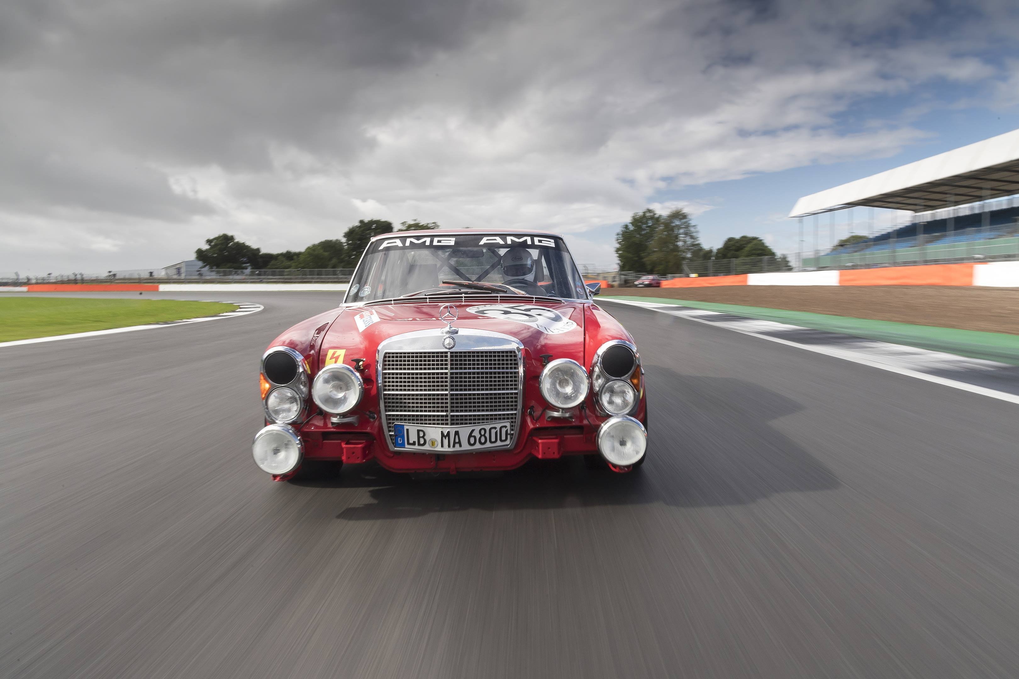 mercedes benz amg 300SEL 6.3 front track silverstone red pig