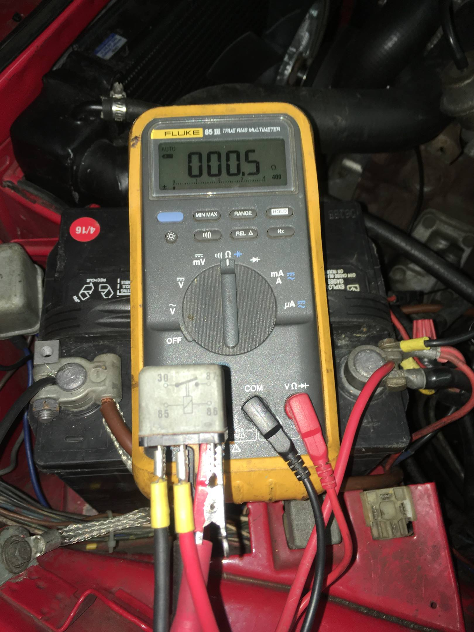 With 86 and 85 connected to the battery, there should be—and is—conductivity between 87 and 30. This relay passes the test.