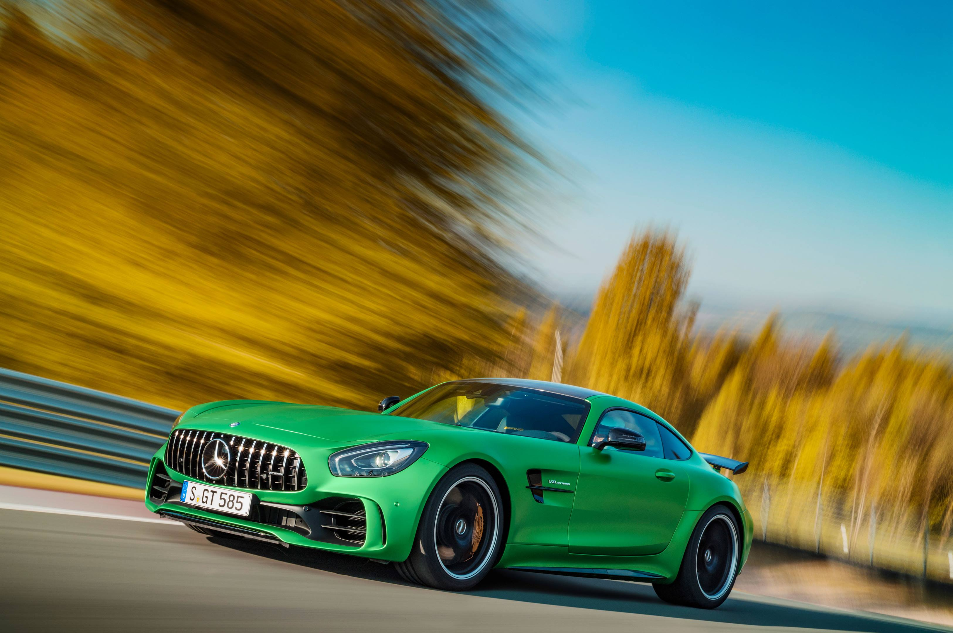2018 Mercedes-AMG GT R low front 3/4