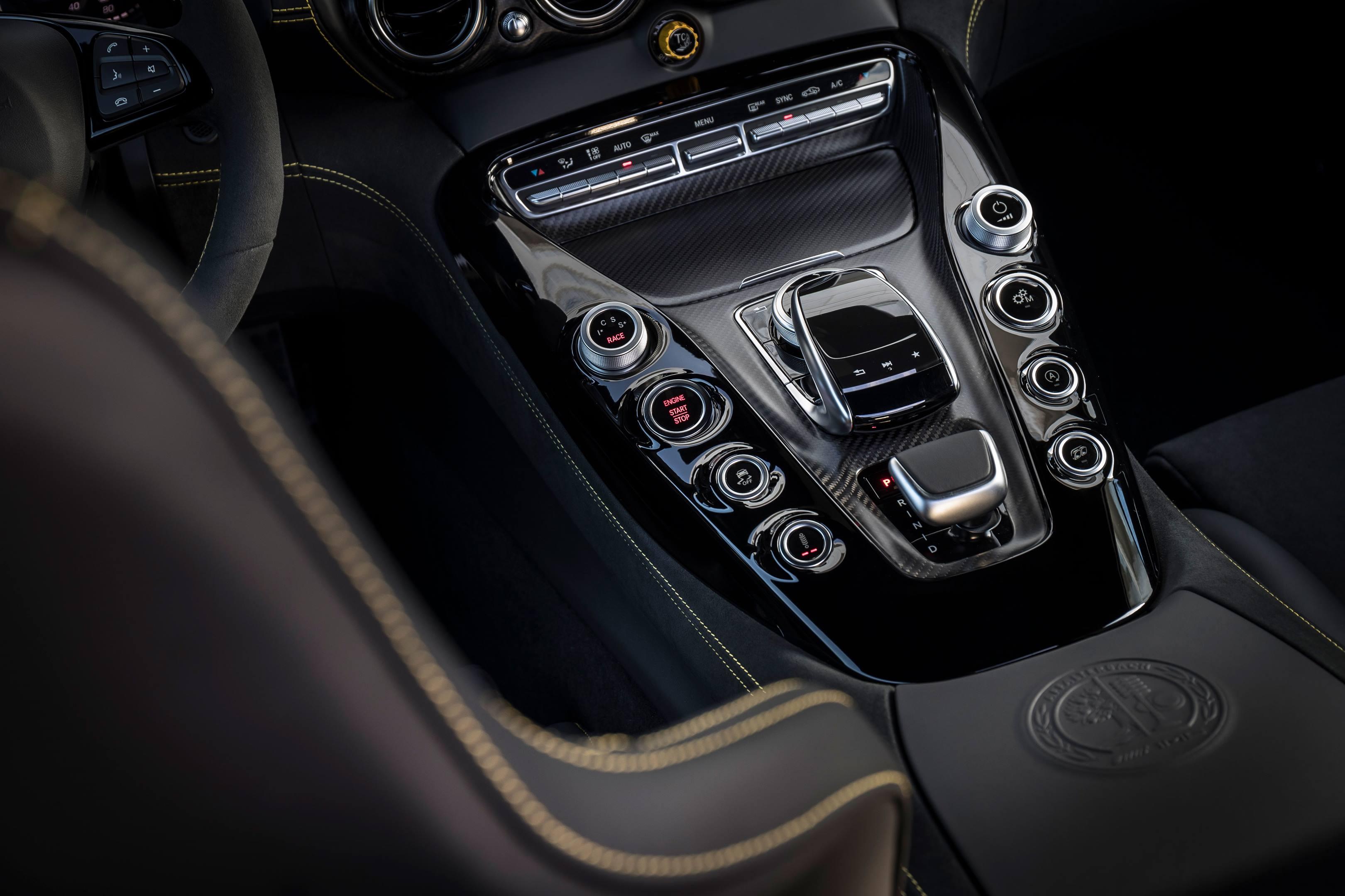 2018 Mercedes-AMG GT R center console