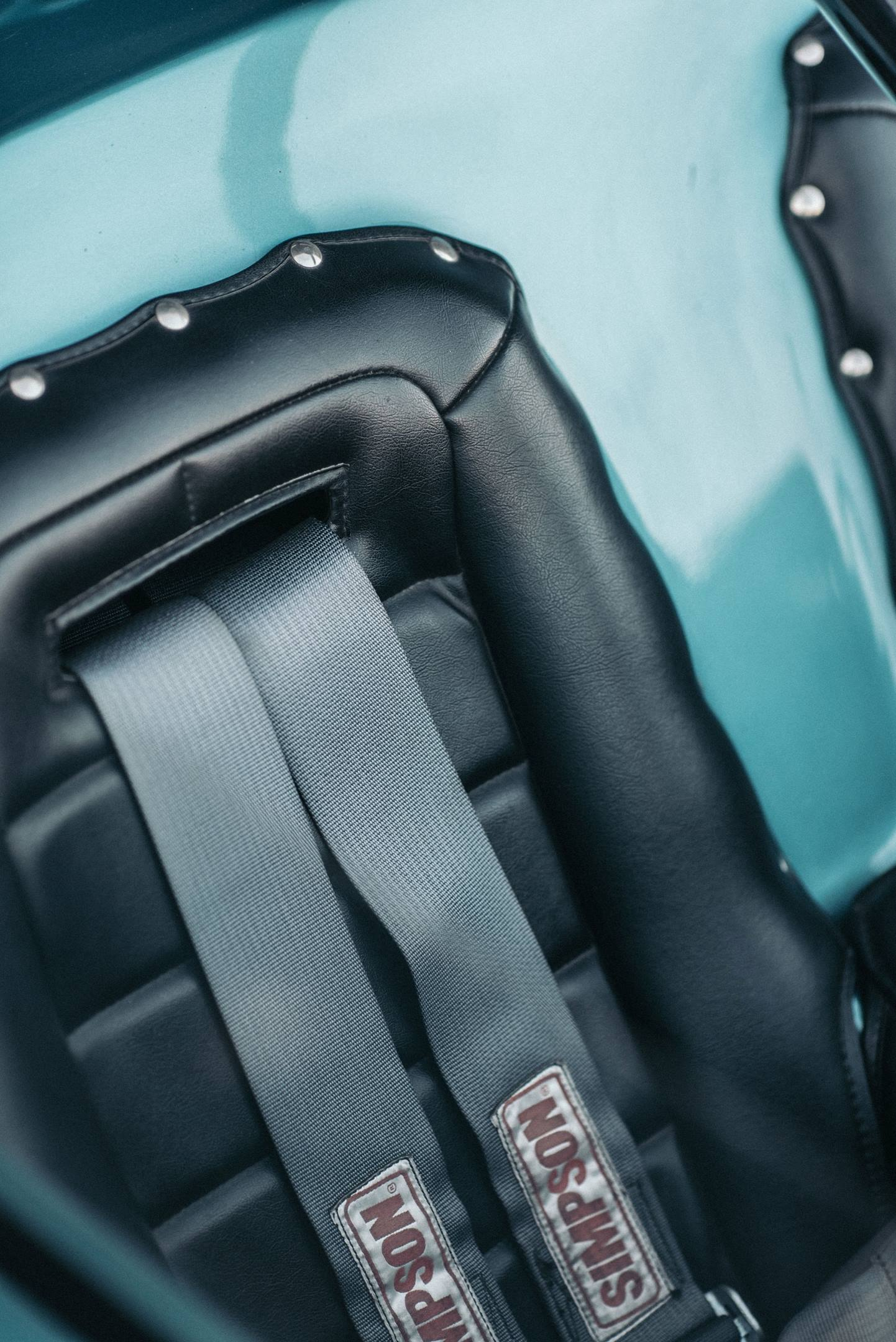 AMT Piranha seat detail