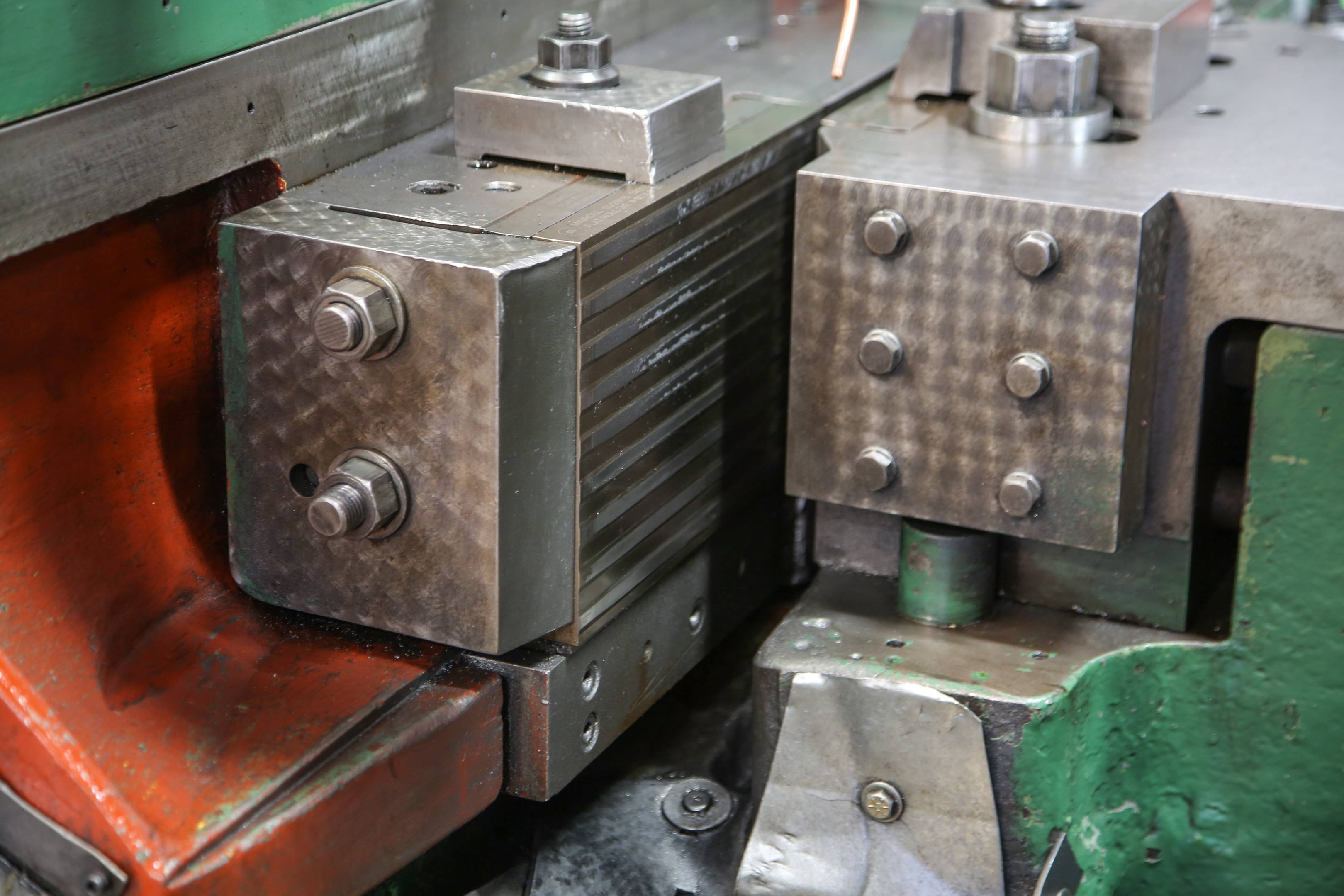 A close-up of the machine shows the ridges in the die on the reciprocating side.
