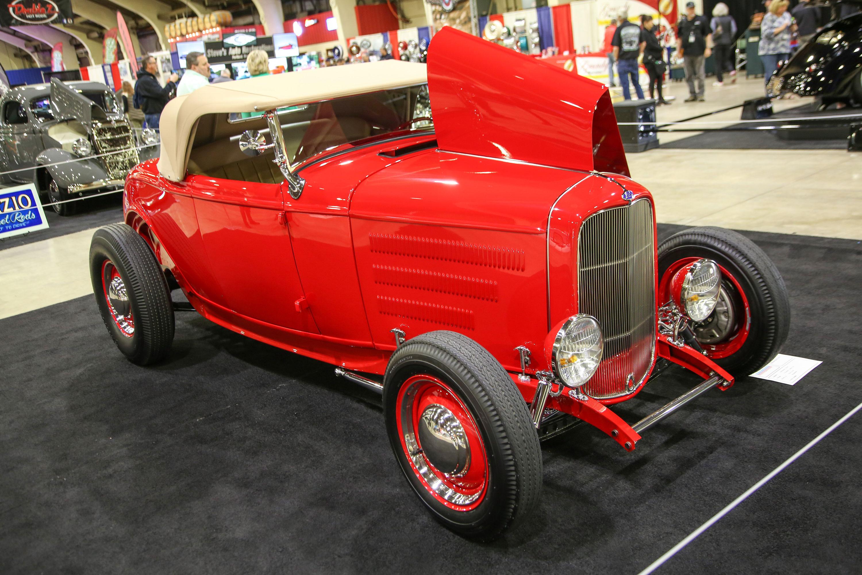 """Scott Helliesen's """"Little Red"""" '32 Ford front 3/4"""