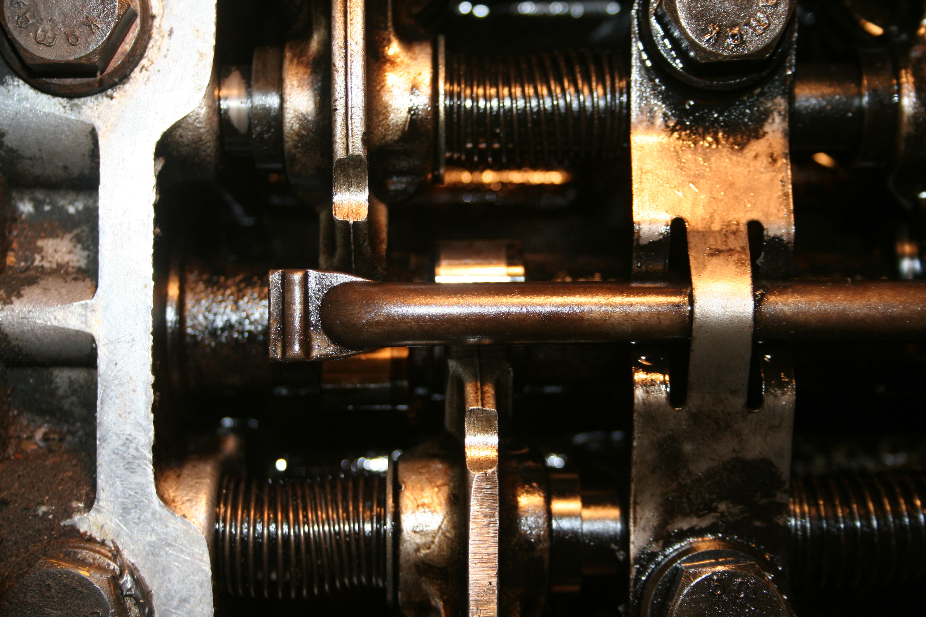 """The valves in the """"overlapped"""" position, where both the intake and exhaust rocker arms overhang the cam lobes by equal amounts."""