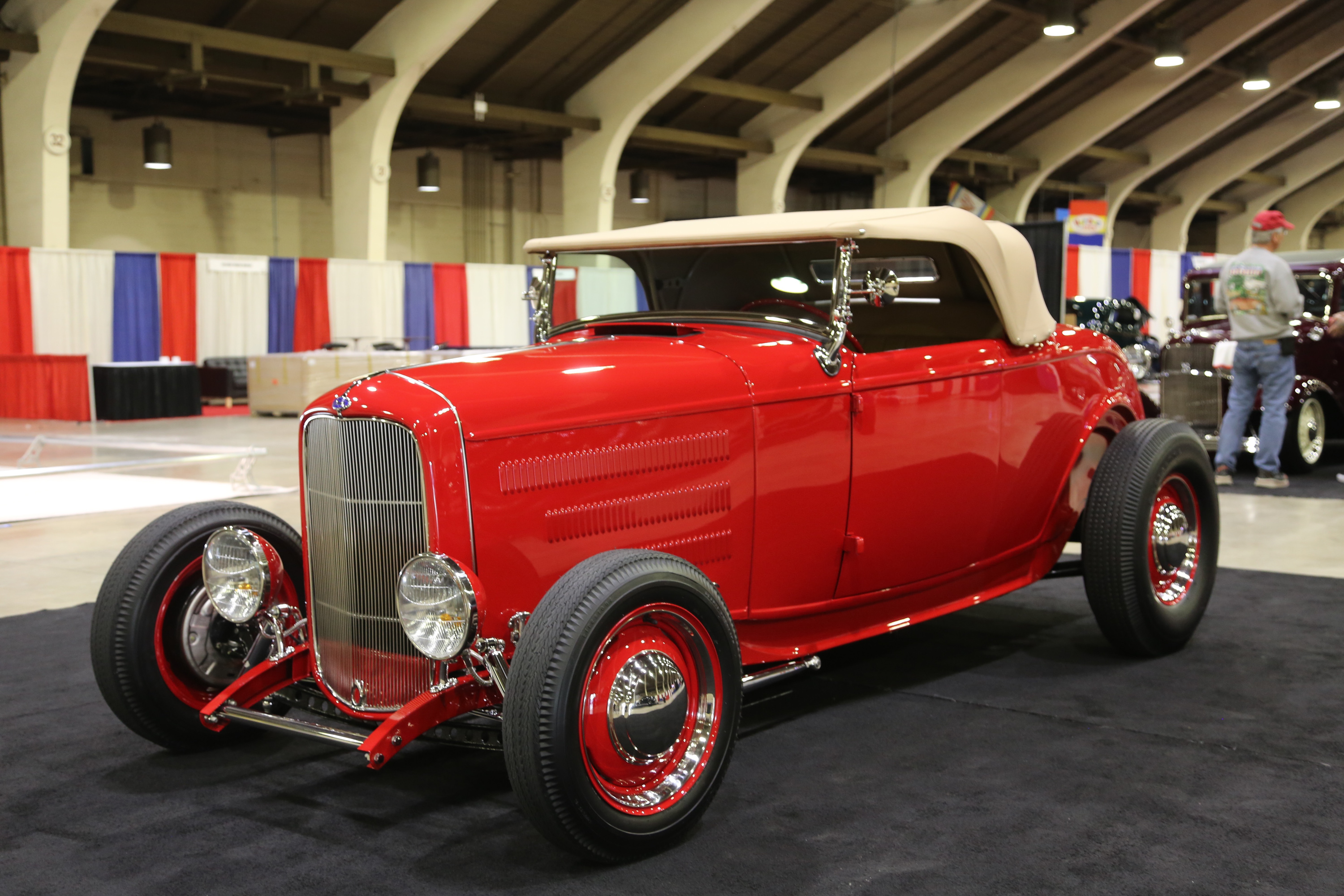1932 Ford Deuce convertible hot rod