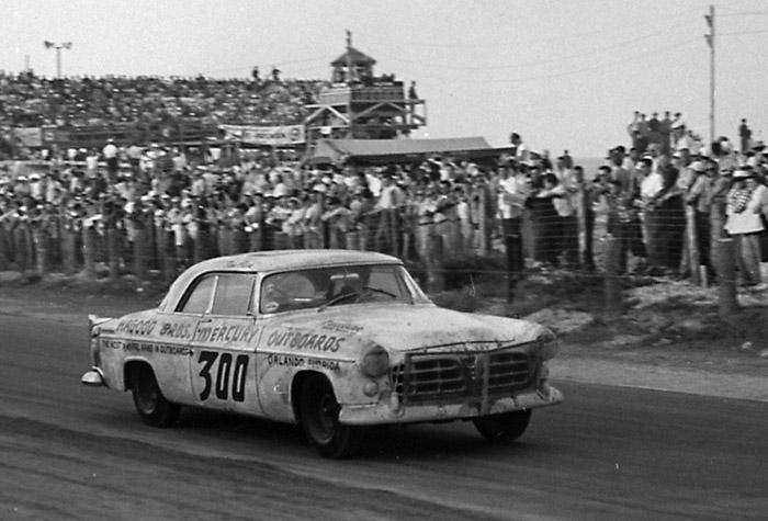 Chrysler 300 winning at Daytona Beach