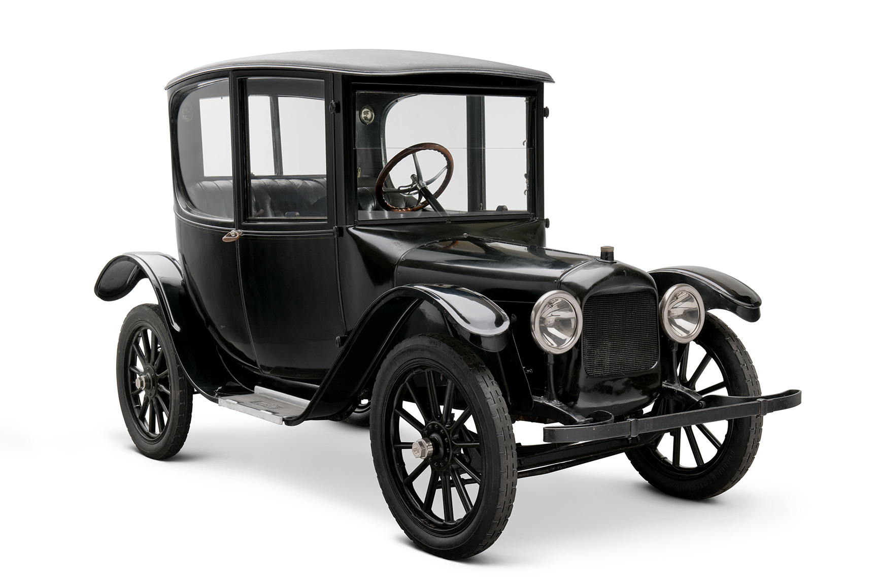 1916 Woods Dual-Power Hybrid Coupe front 3/4