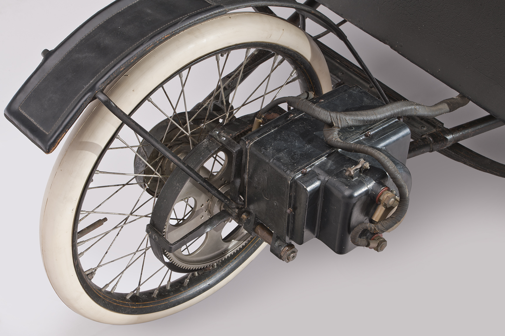 1896 Riker Electric Runabout engine
