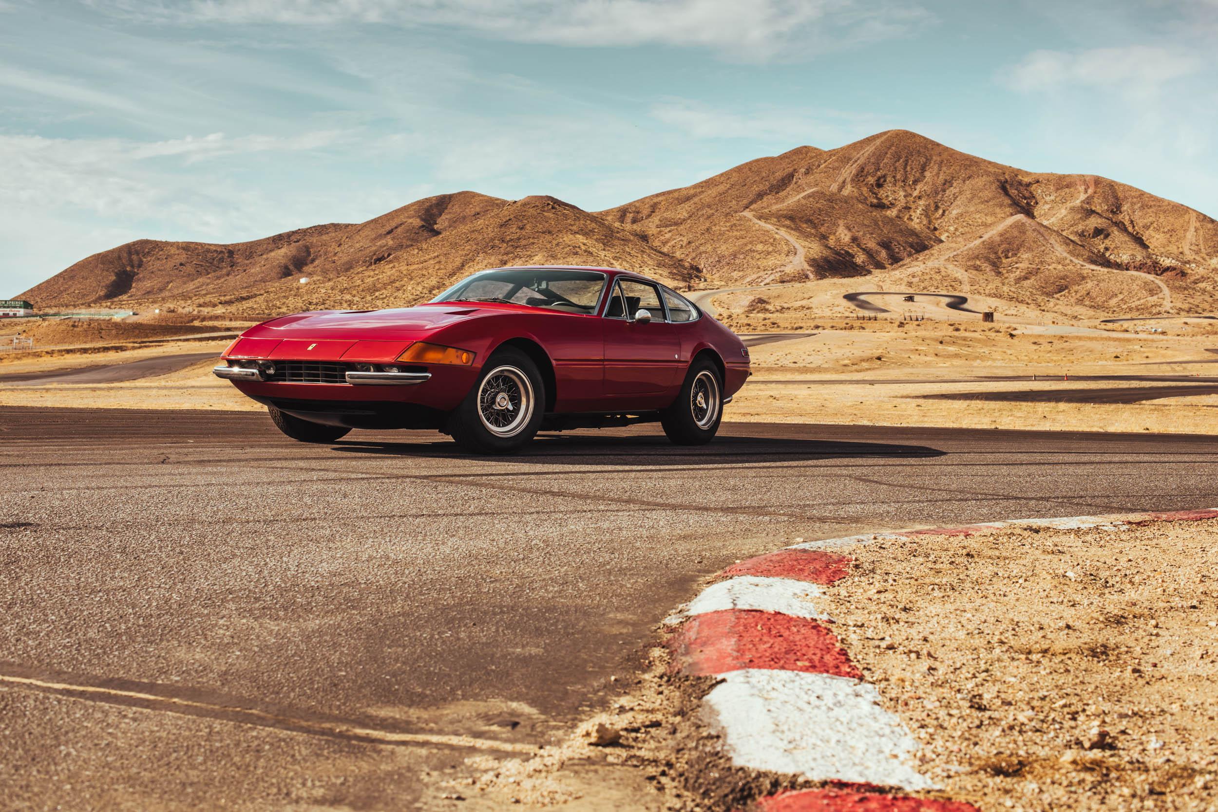 1971 Ferrari Daytona 365 GTB/4 front 3/4 on the track