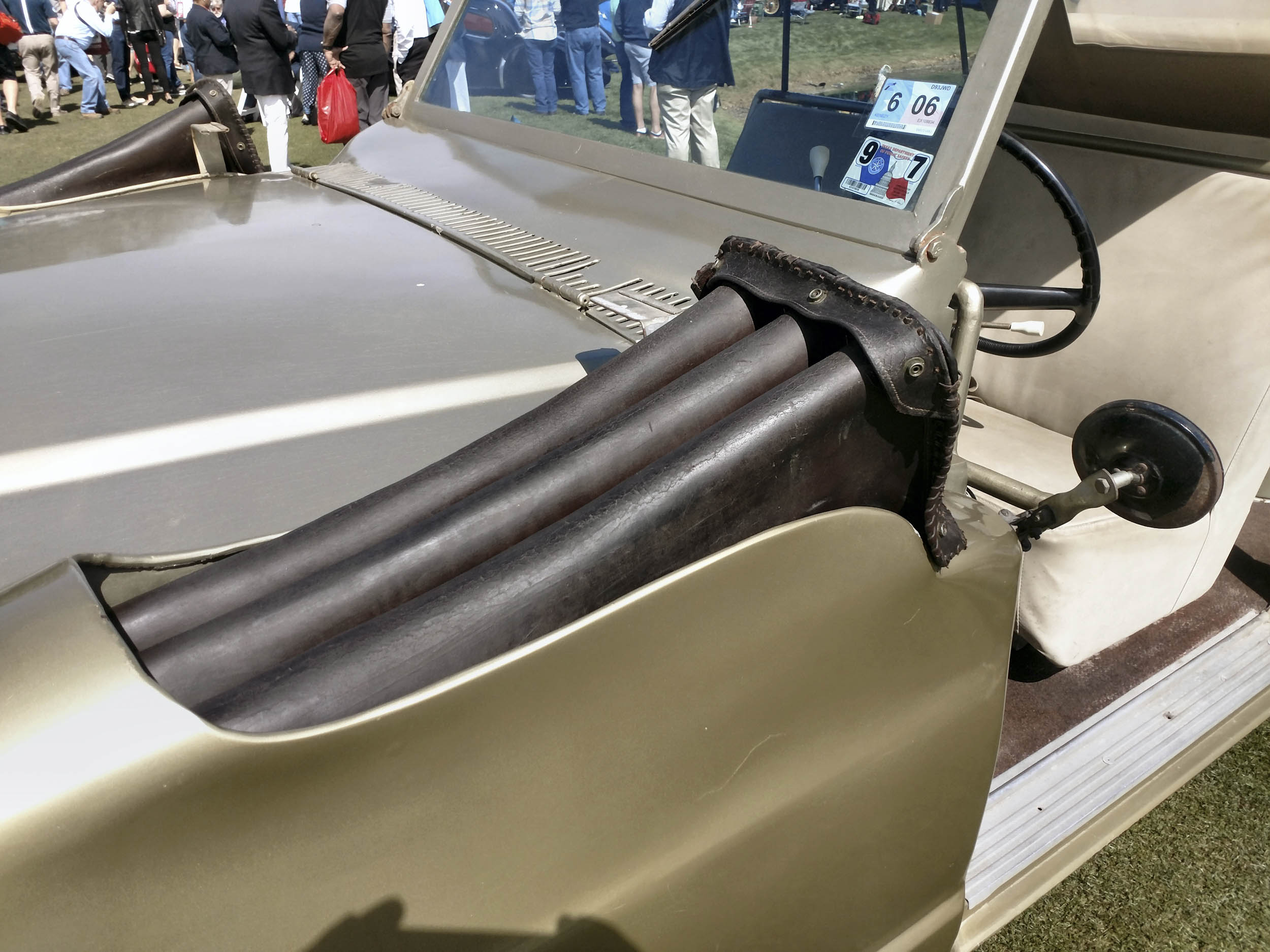 1968 Jeep 'Wrangler' shotgun holders